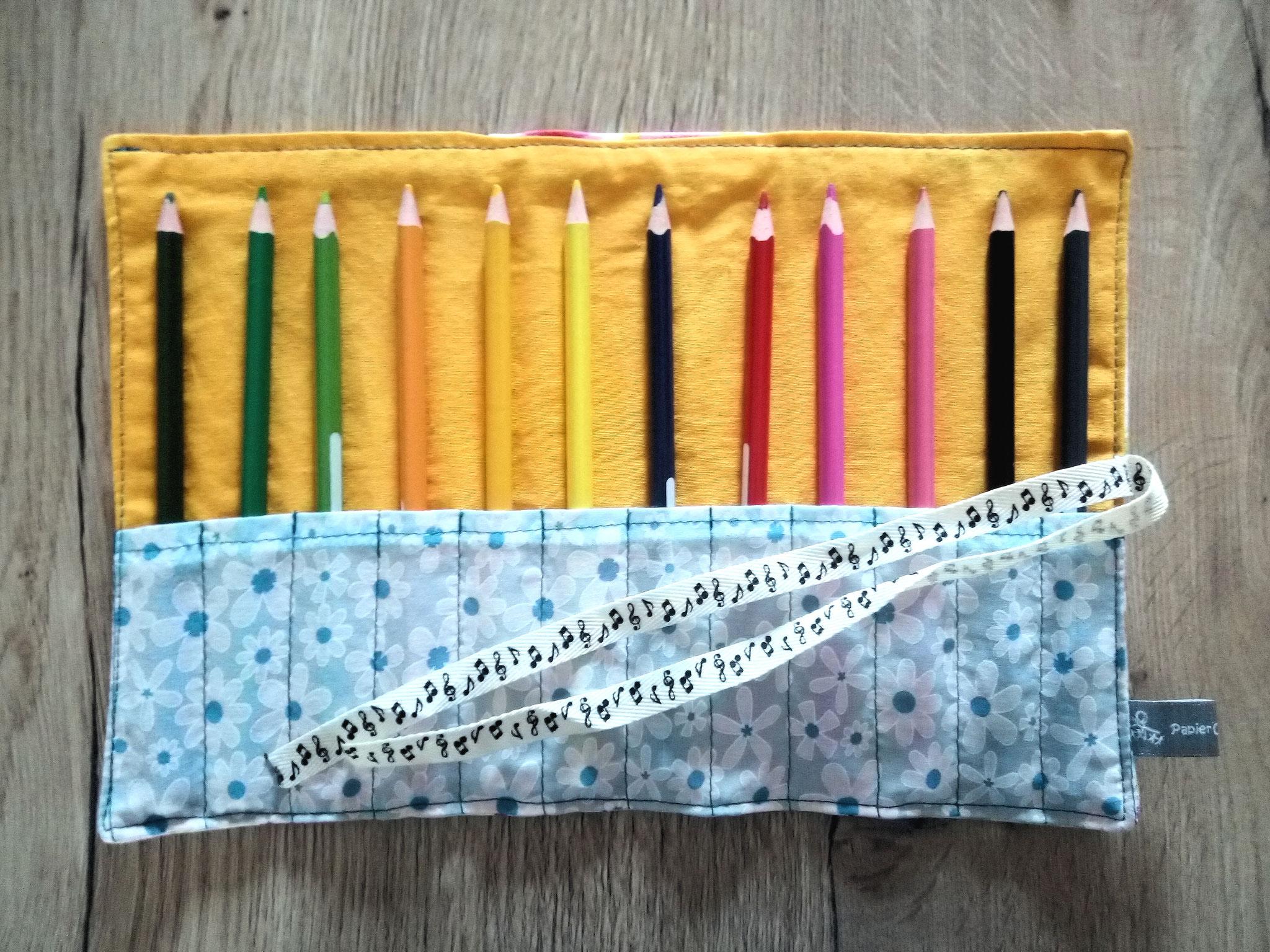 pochette à crayons de couleurs