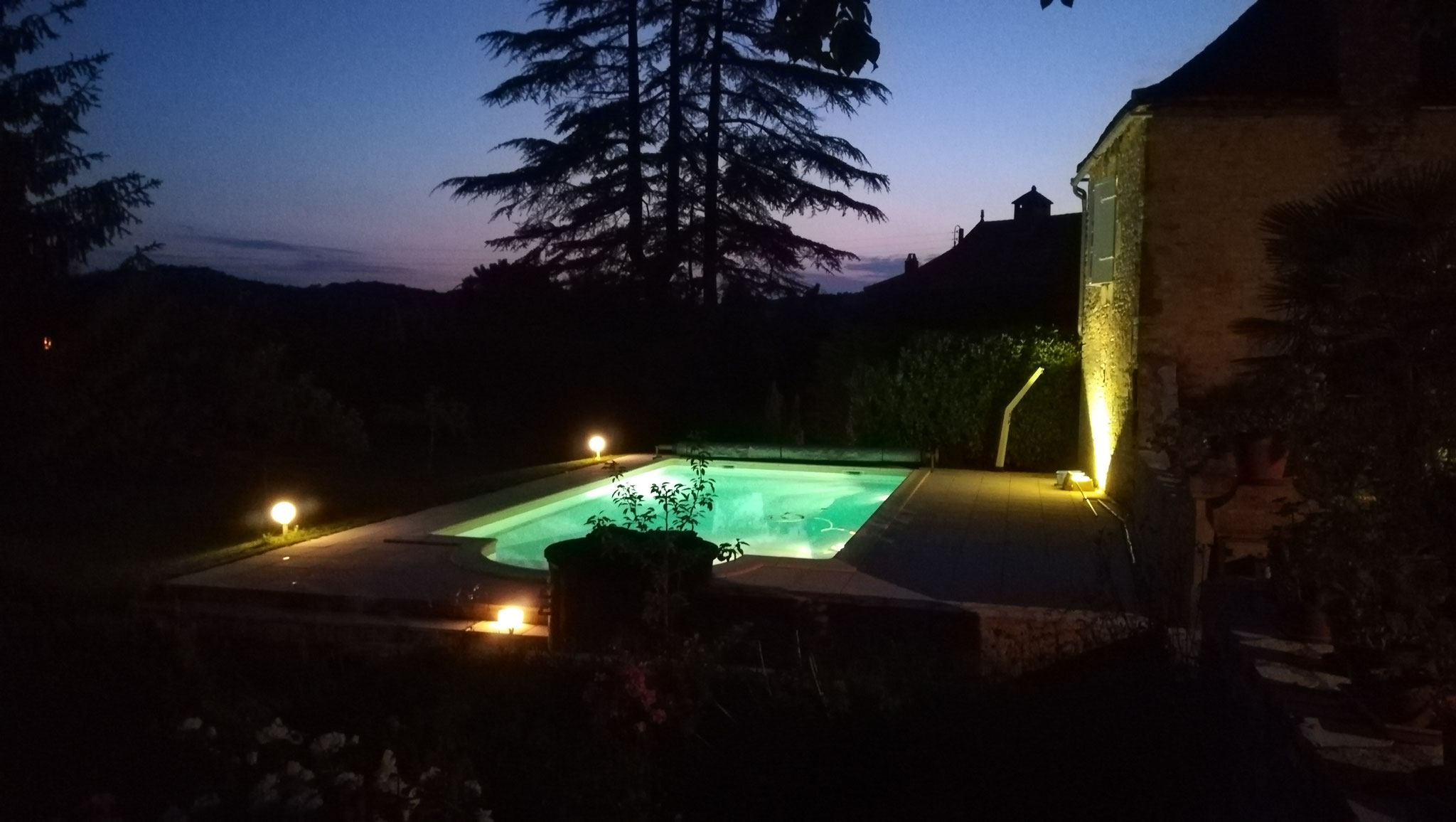 Domaine de Vielcastel, enjoy the illuminated swimming pool at night