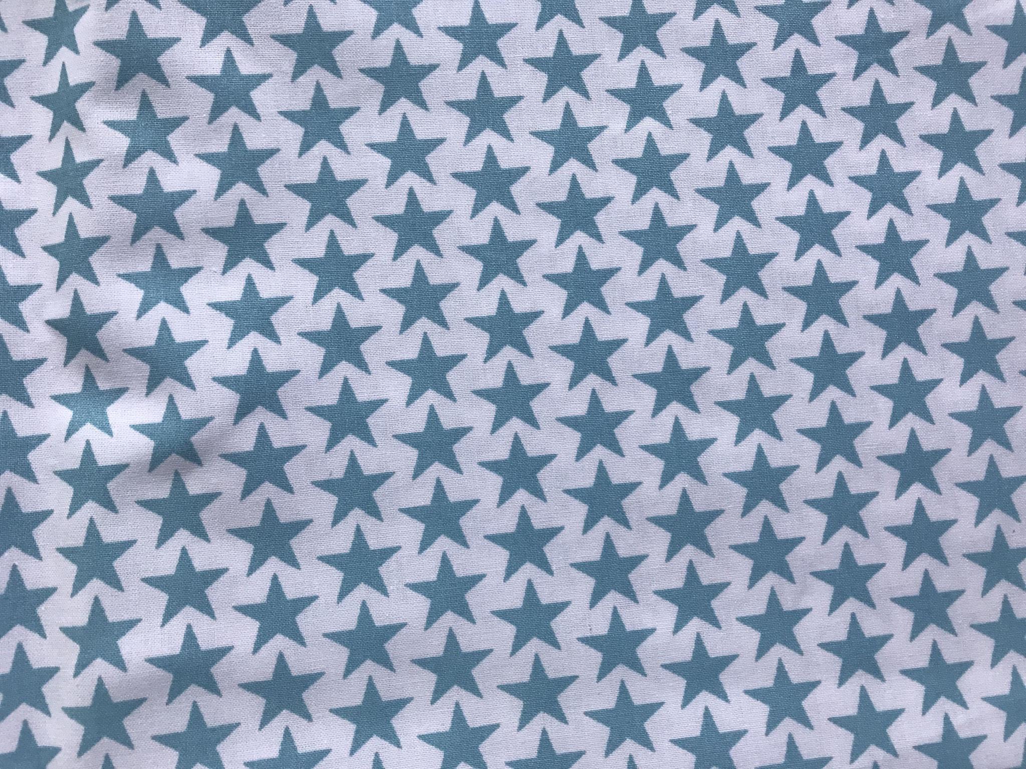 Sterne blau auf weiß