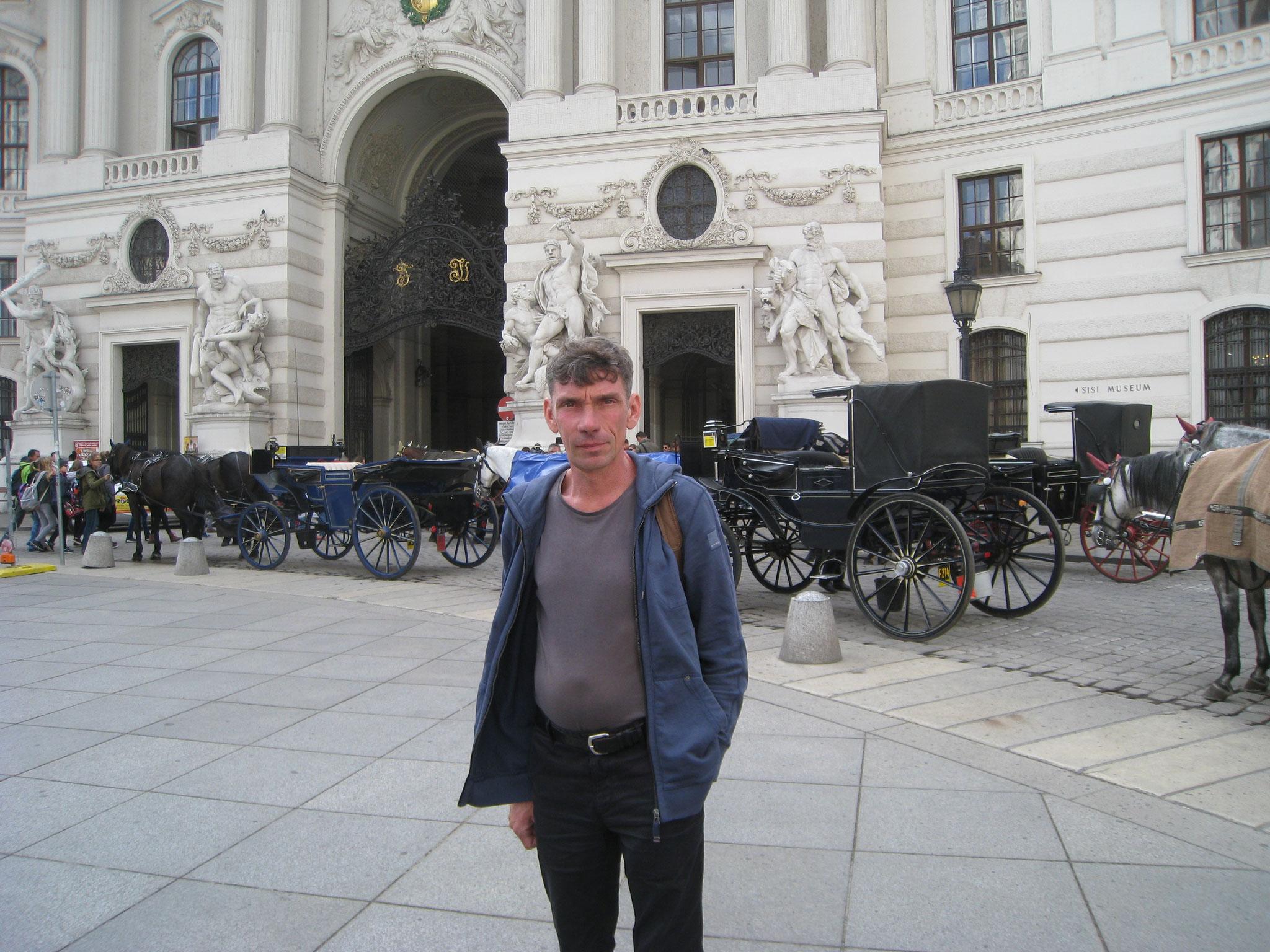 Die Hofburg nit Fiaker