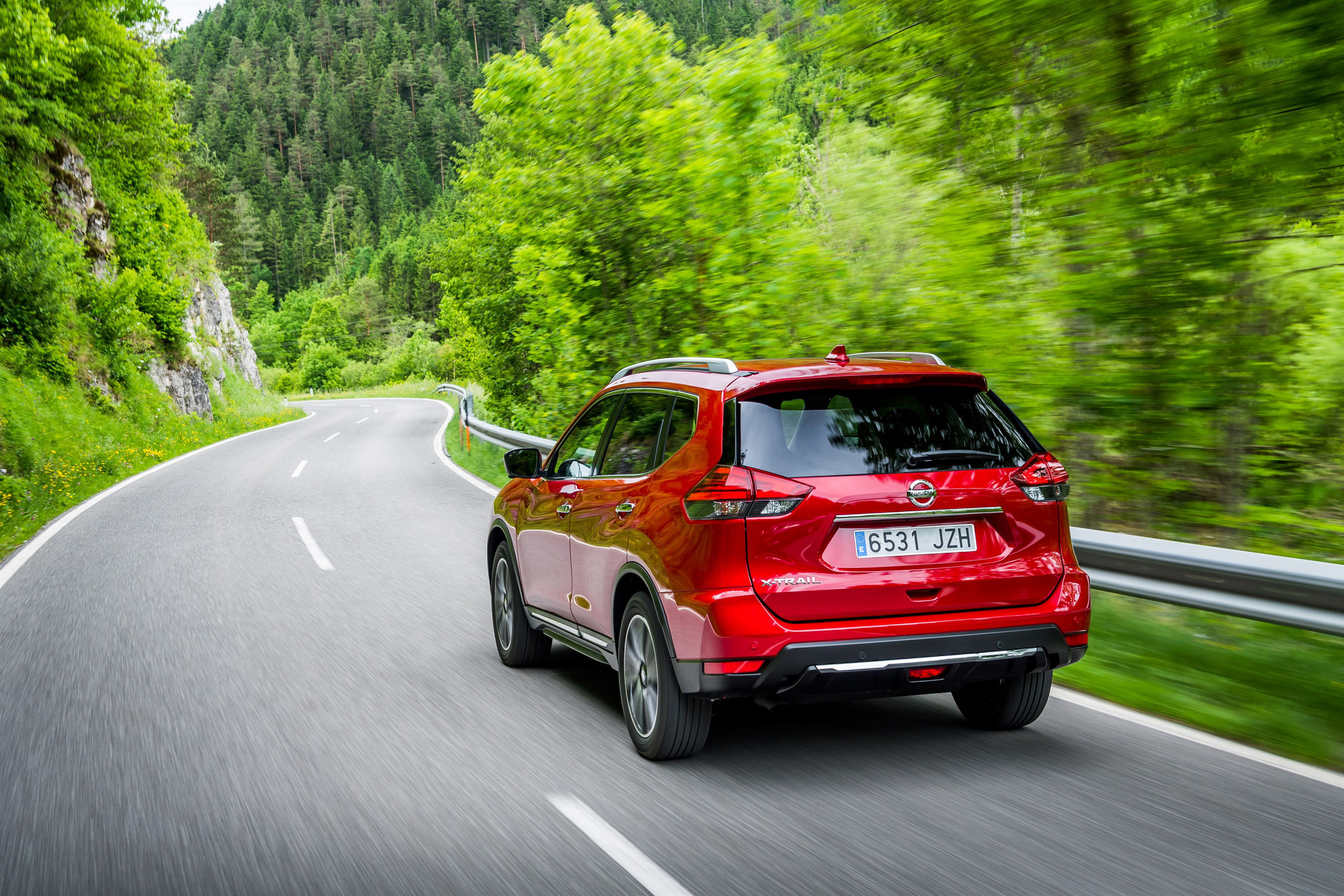 X-trail rouge mercure version Tekna