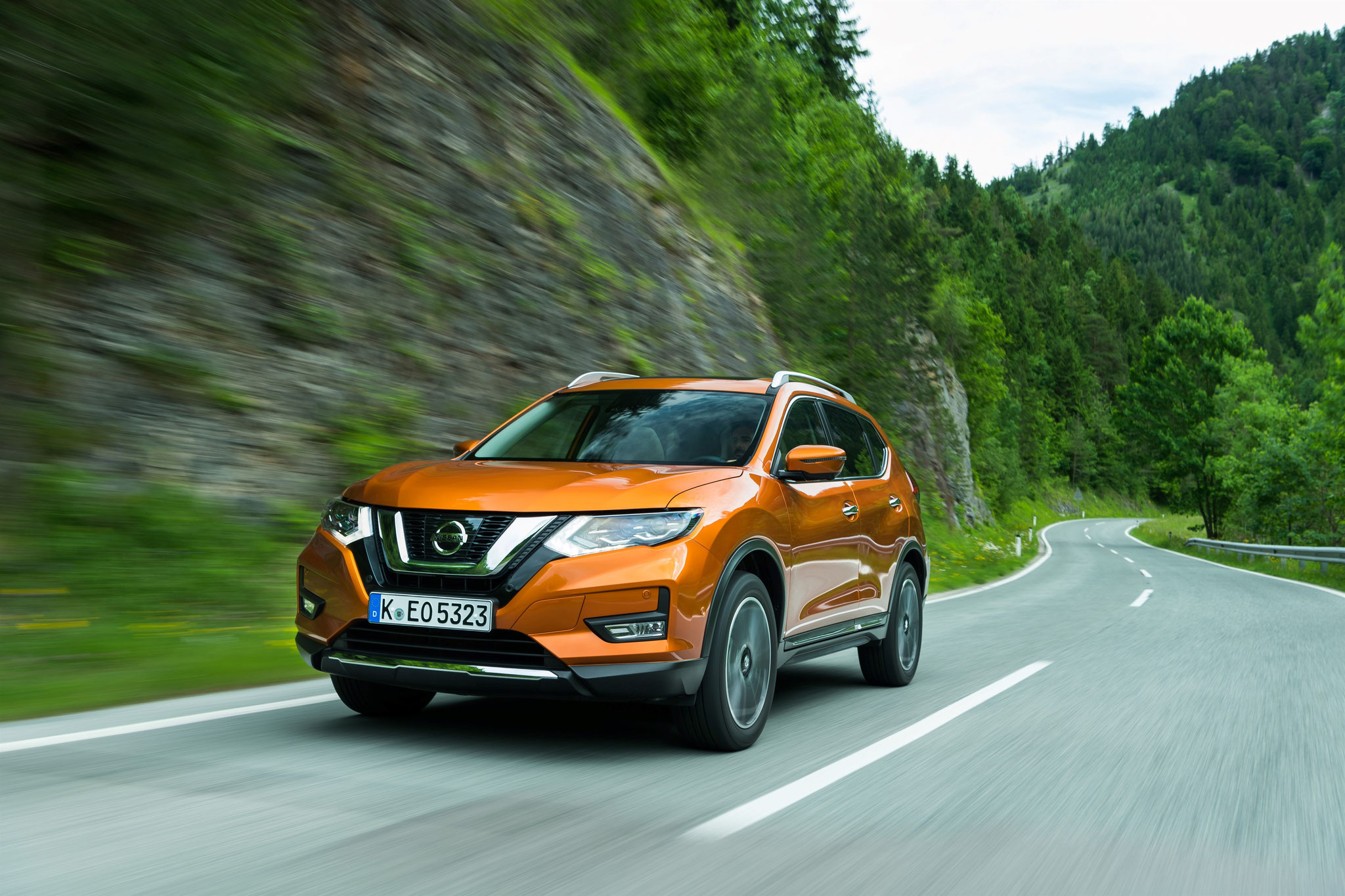 X-trail orange colorado version Tekna avec feux de route bi-led directionnels
