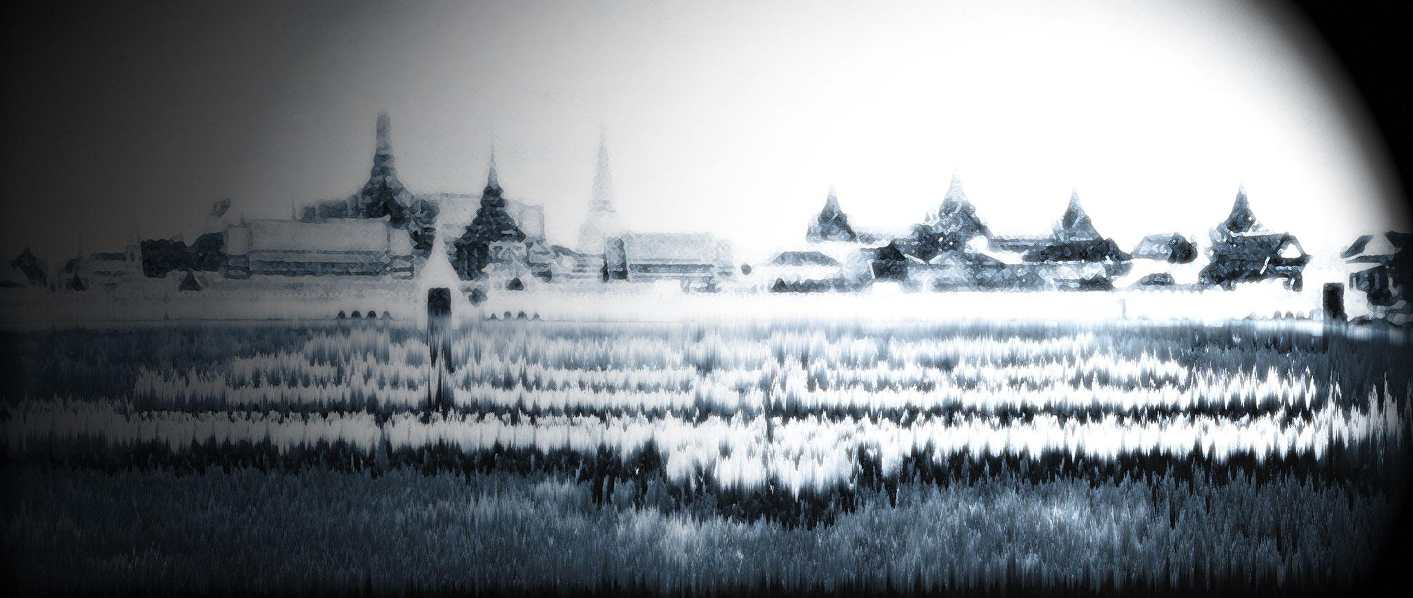 Royal guards in front of Chitralada-Palace, Bangkok