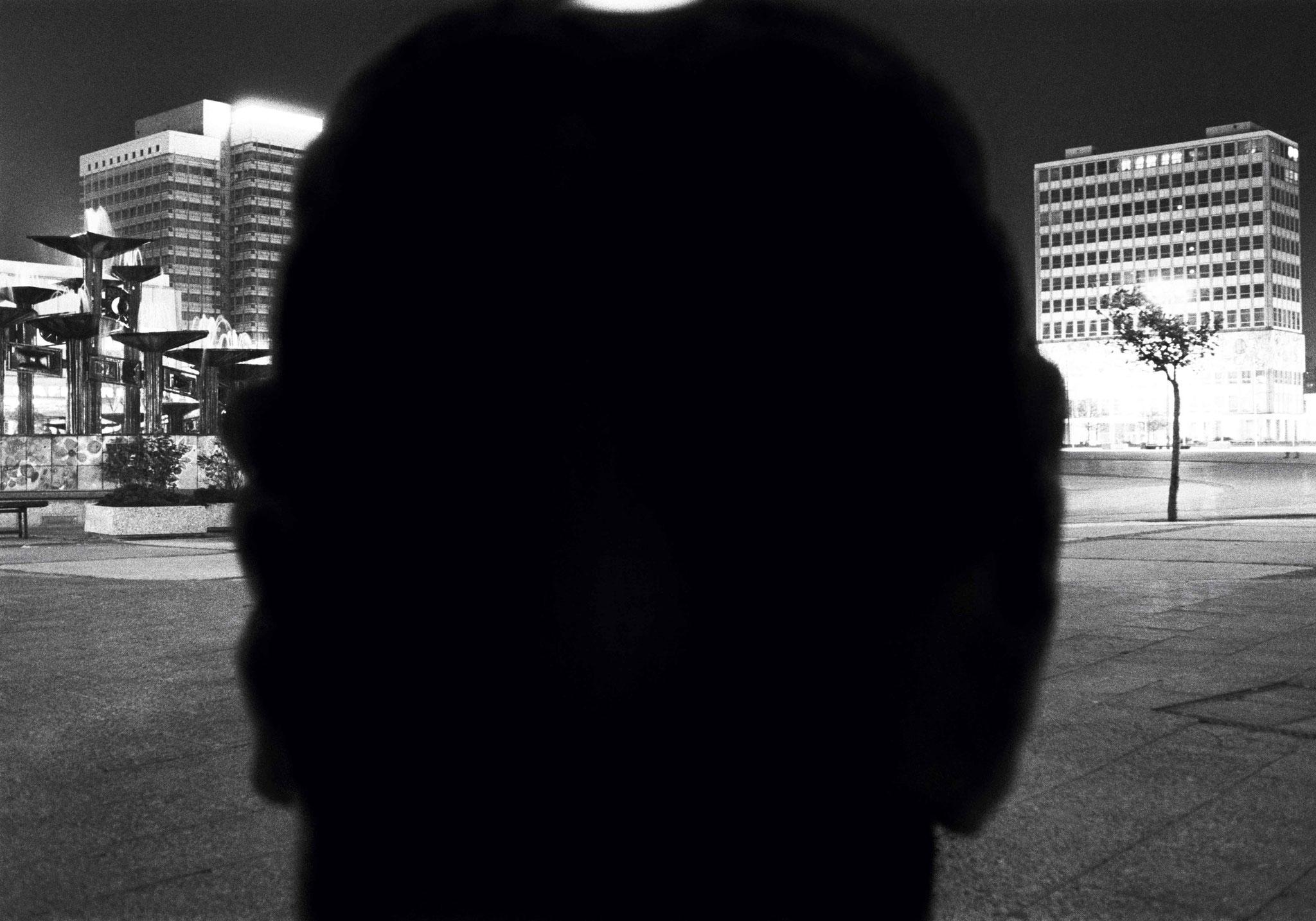 Kurt Buchwald - Nacht 2 Alexanderplatz, Berlin Mantelbilder 1986 26,3 x 38 cm