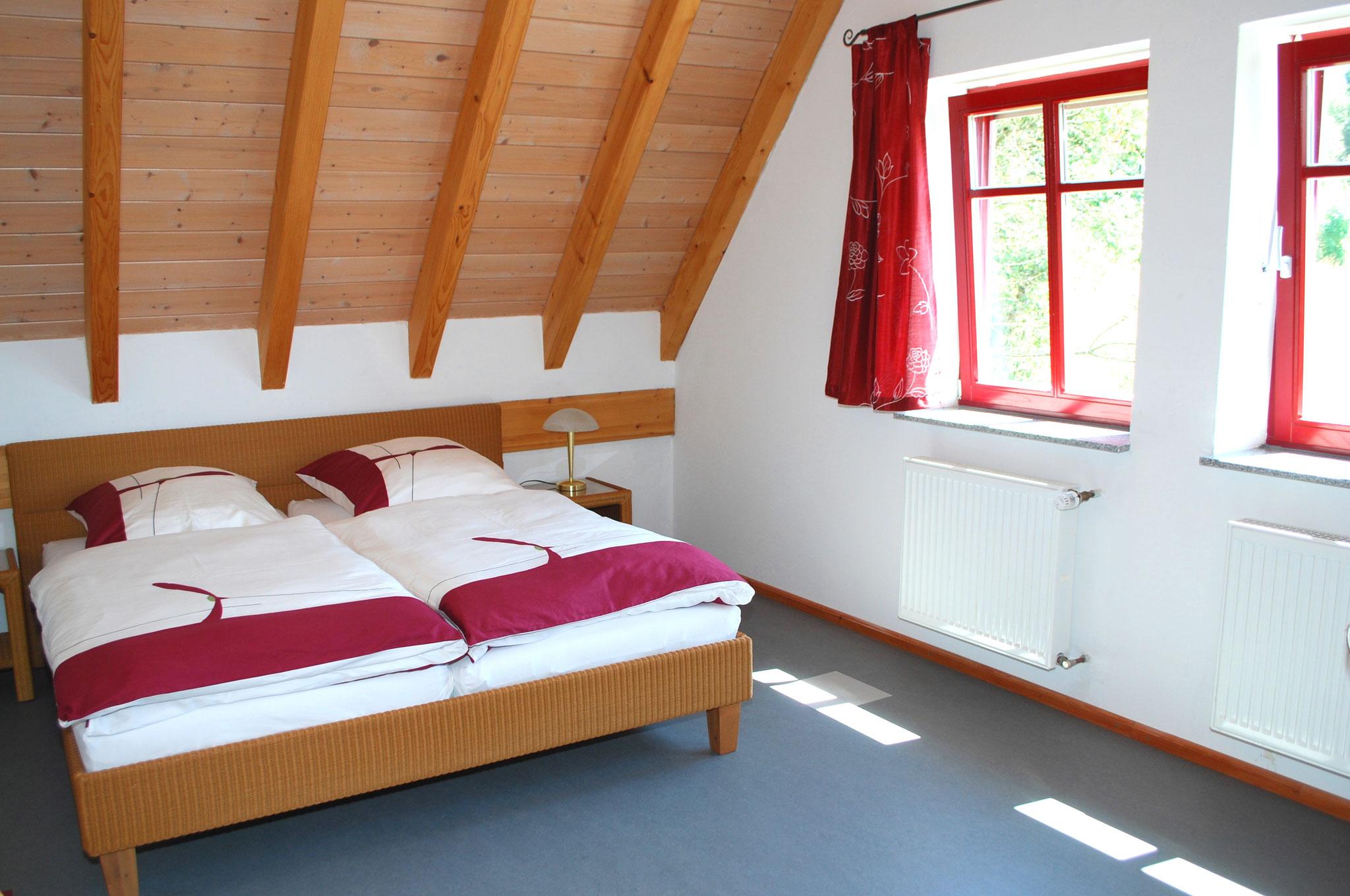 Schlafzimmer (rechts)