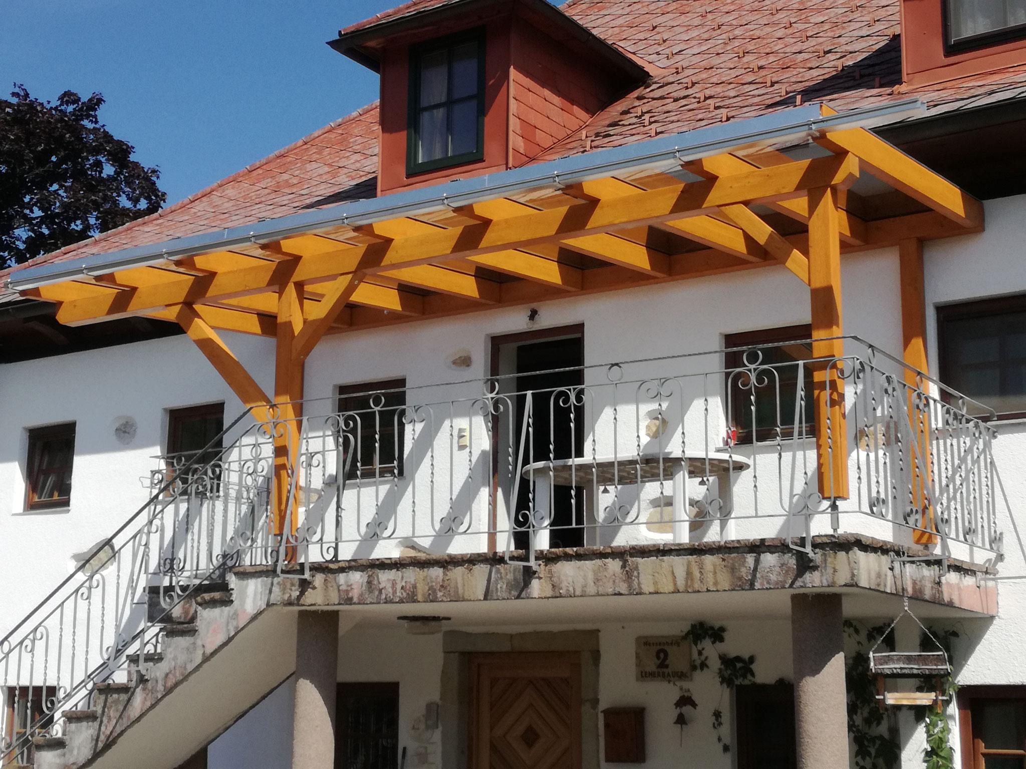 Balkonüberdachung mit Glaseindeckung