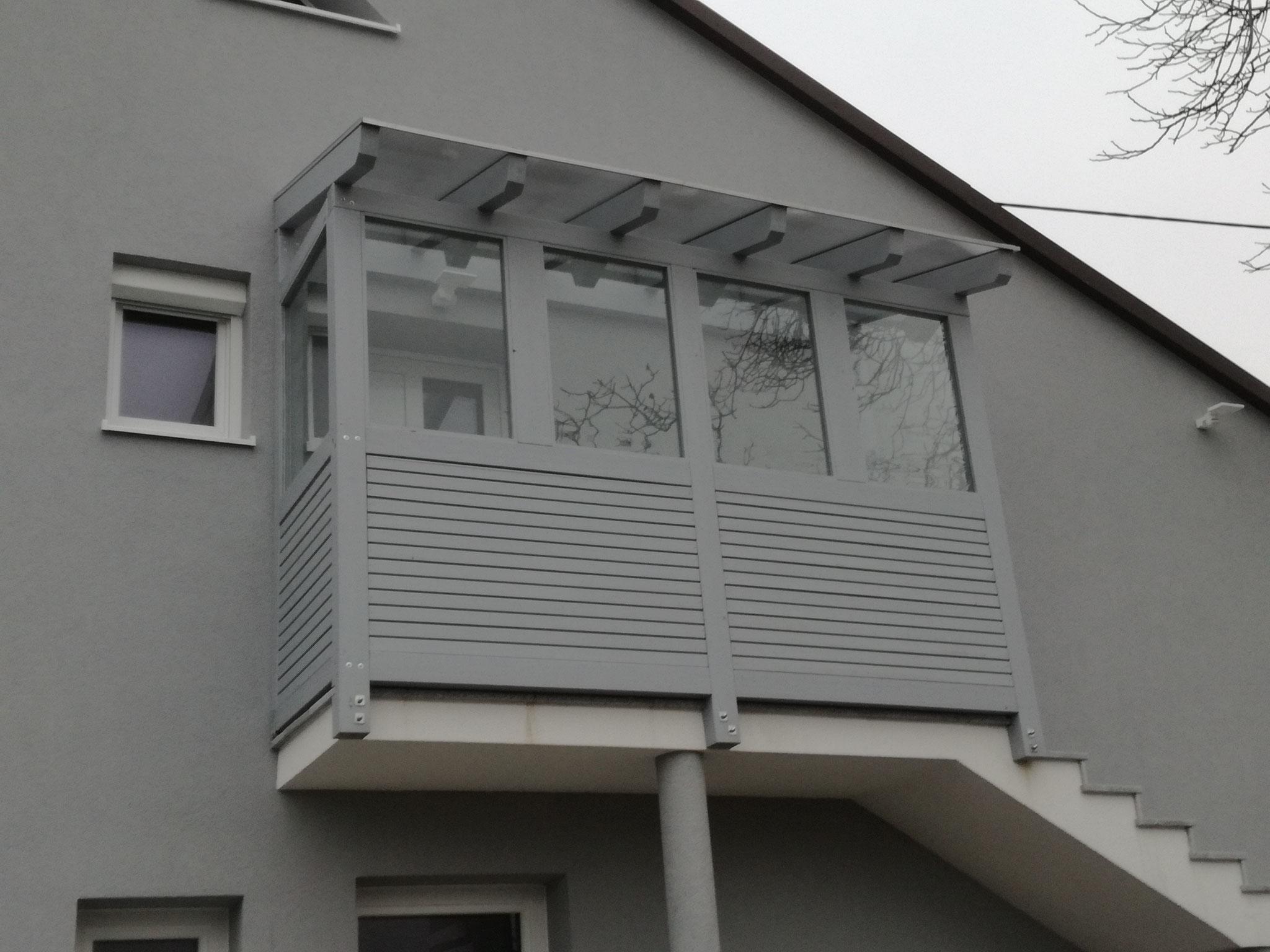 Eingansüberdachung mit Windschutz