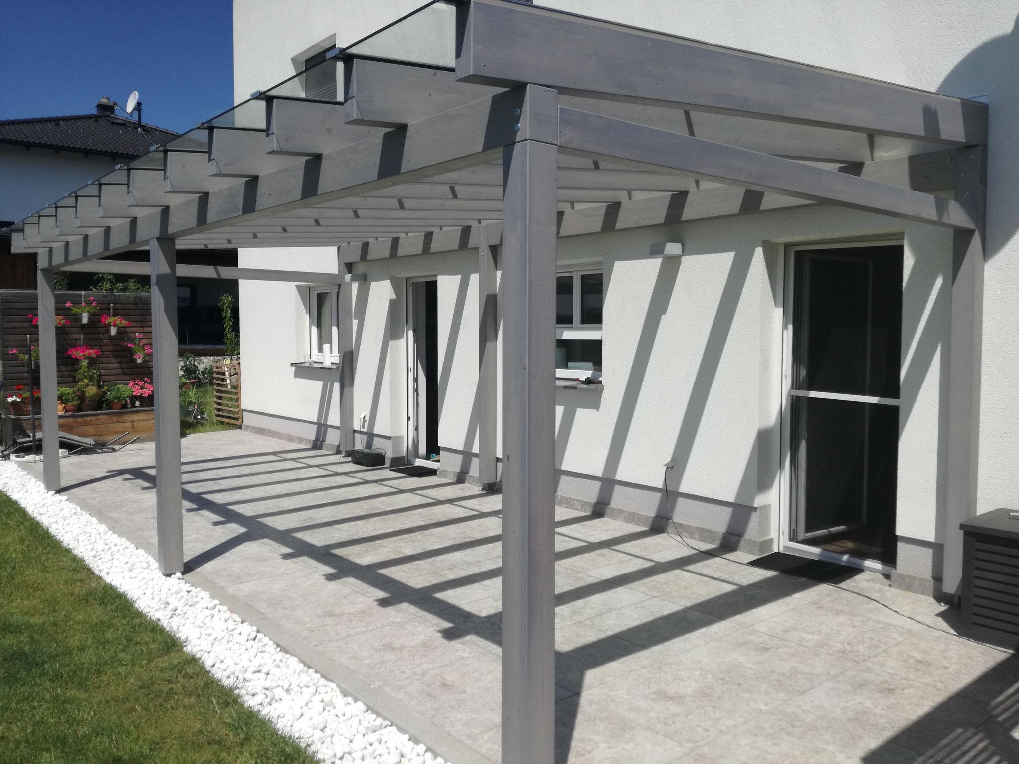 Terrassenüberdachung mit Glaseindeckung Farbton Nordic01
