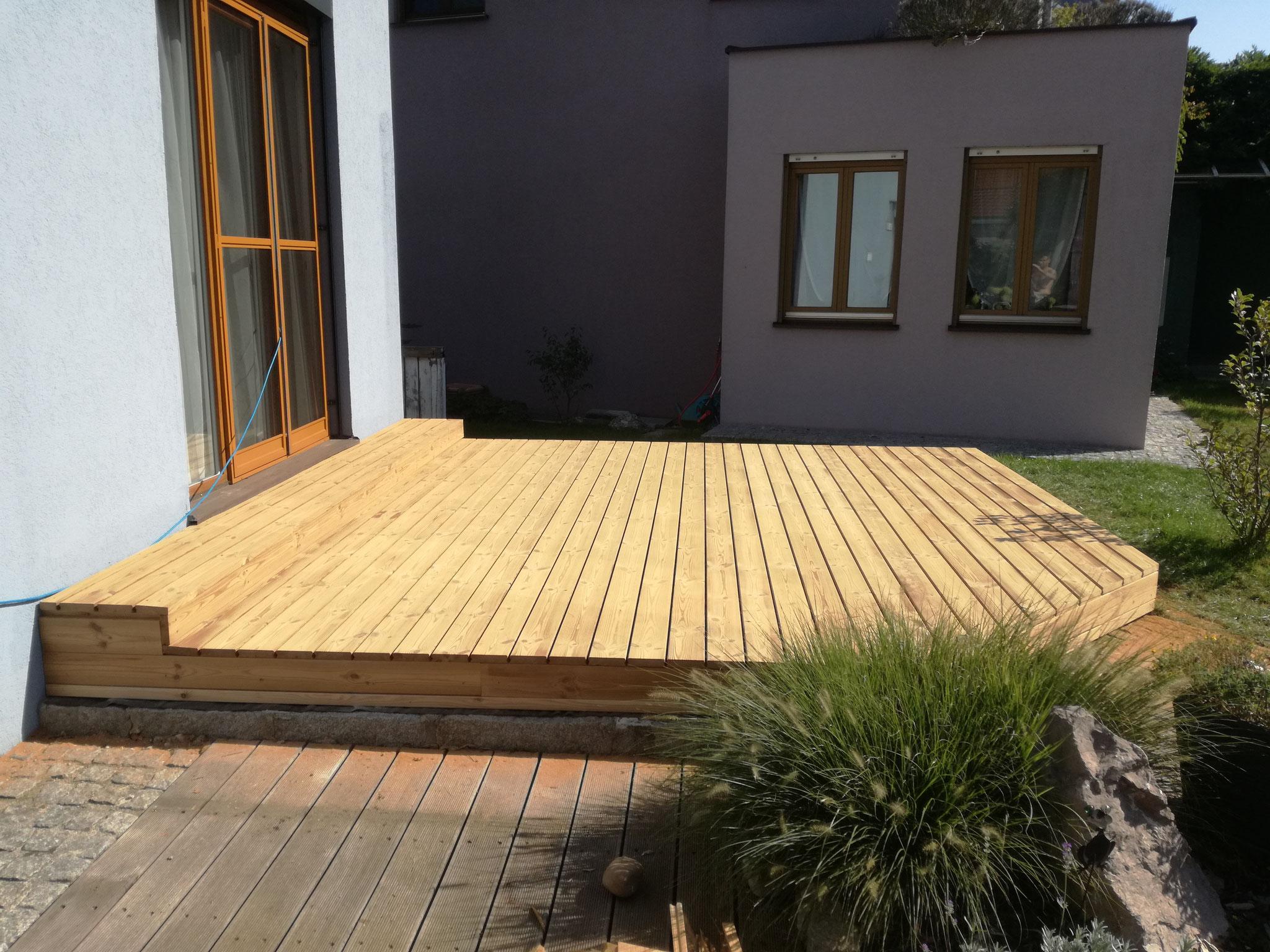 Terrasse mit Thermo-Kiefer Dielen