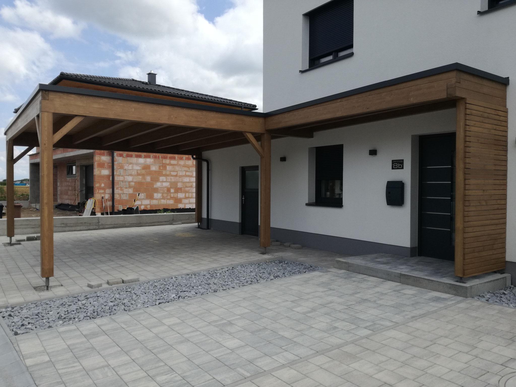 Carport mit Eingangsüberdachung/Sichtschutz und Resitrix Dacheindeckung
