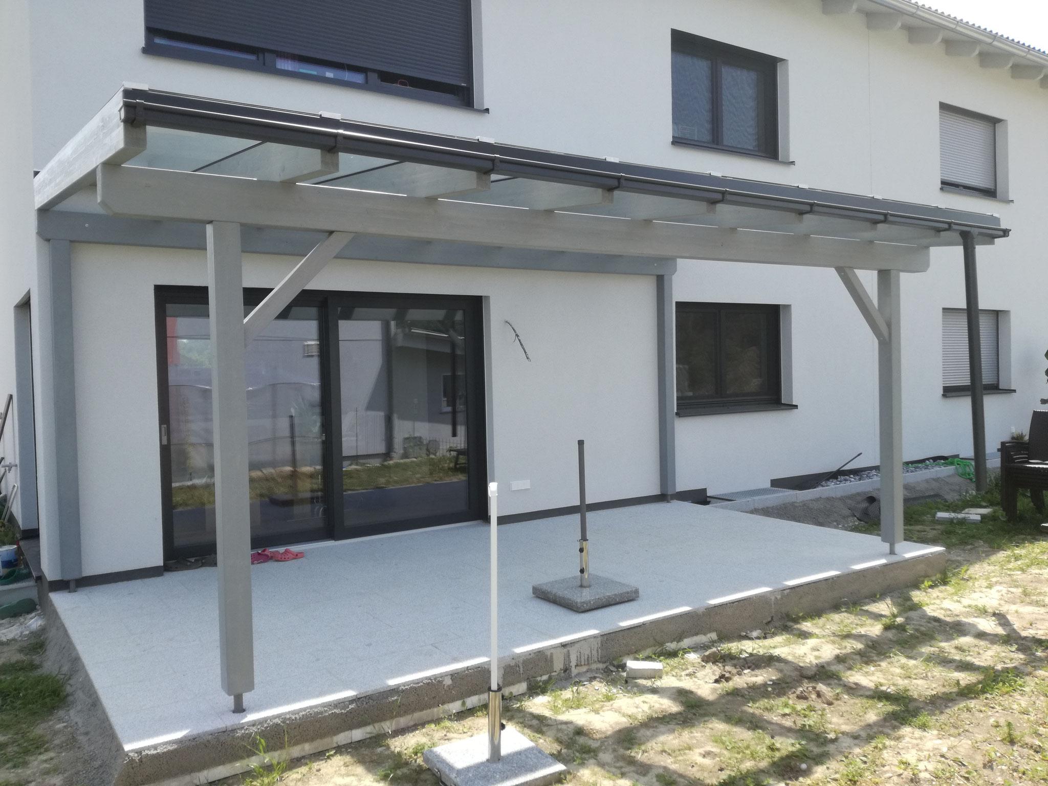 Terrassenüberdachung mit Glaseindeckung Farbton RAL 7001