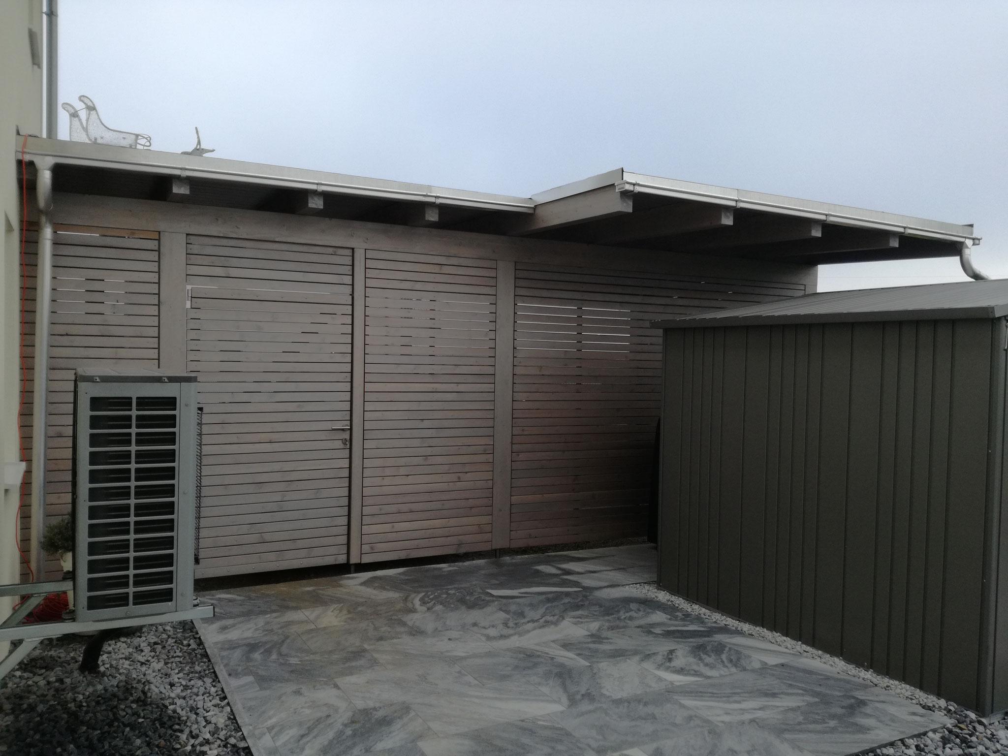 Carport mit Sichtschutzzaun und Resitrix Dacheindeckung