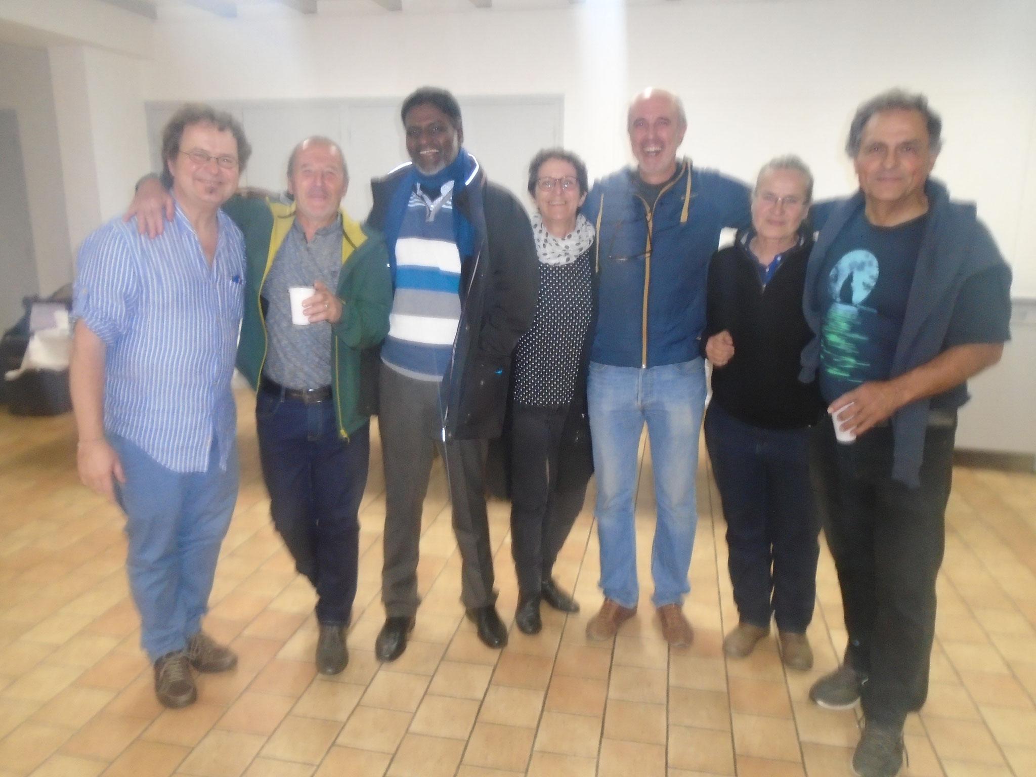 Une partie de l'équipe Indio Anai - Pello, Peio, Christine, Jeannot, Dominique et Mizel autour de Rosario et ceux derrière l'objectif : Claudine, Txomin, Philippe, Mathilde, Pantxo...