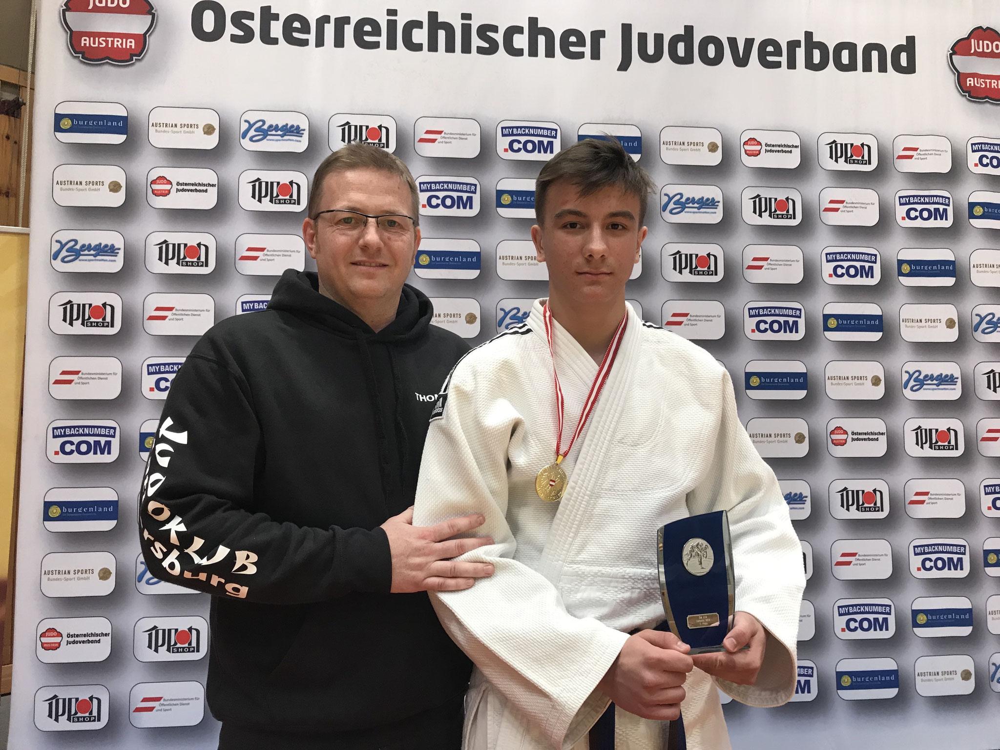 Trainer Thomas Puntigam mit Julian Riedinger