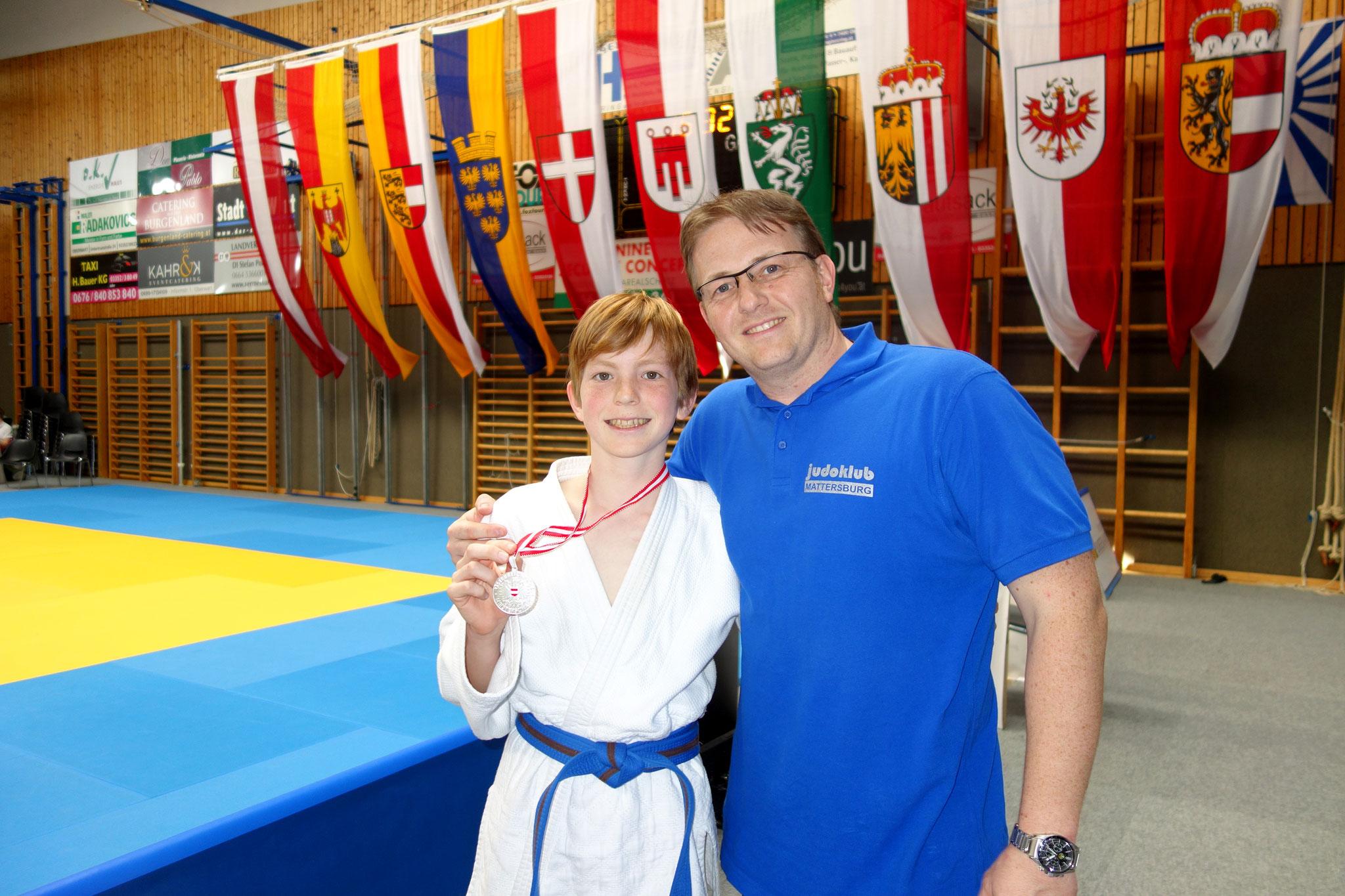 Solzer Vater und Sohn mit Silbermedaille