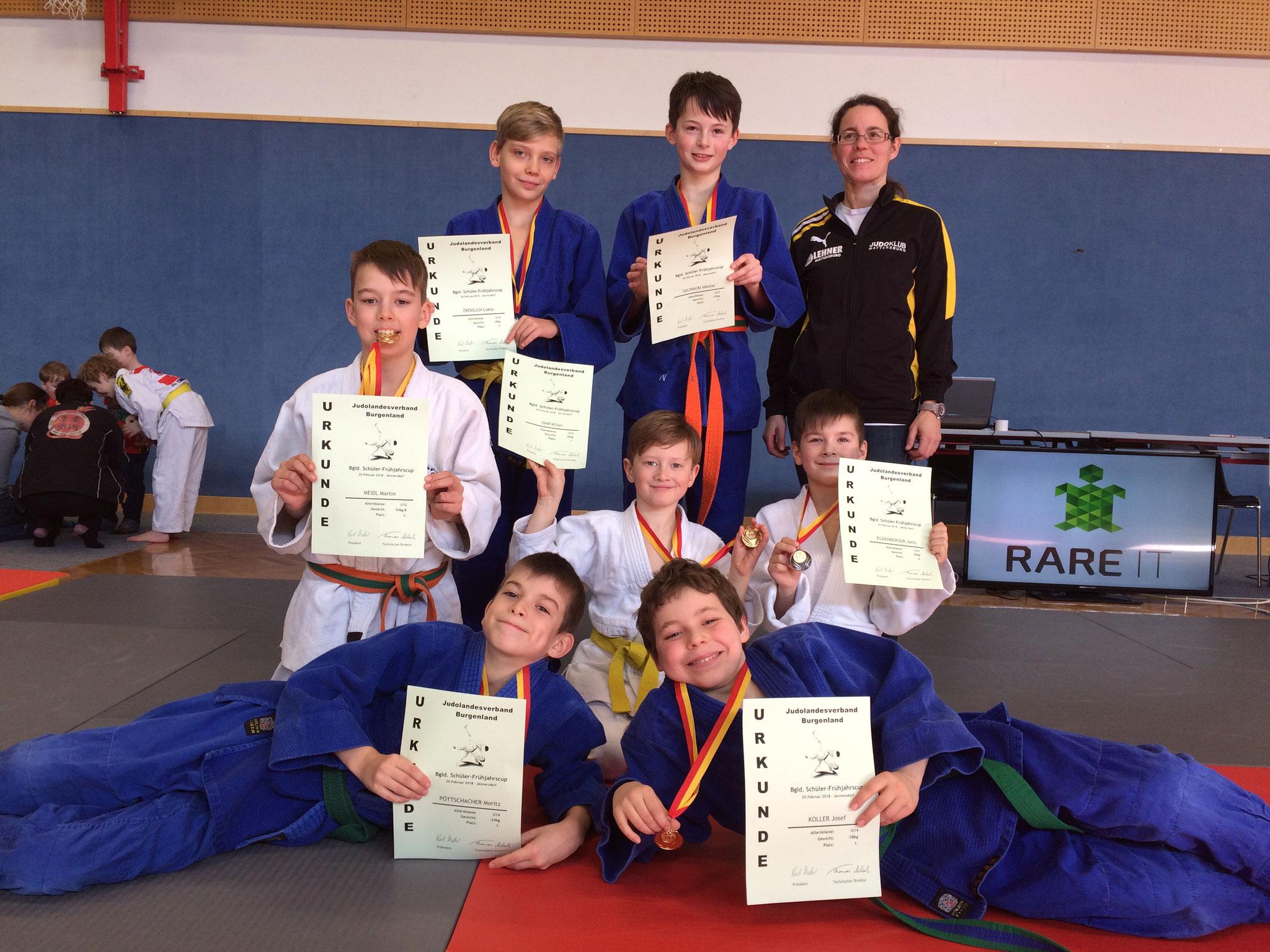 Unsere erfolgreichen Judokas mit Trainerin Gabi Koller