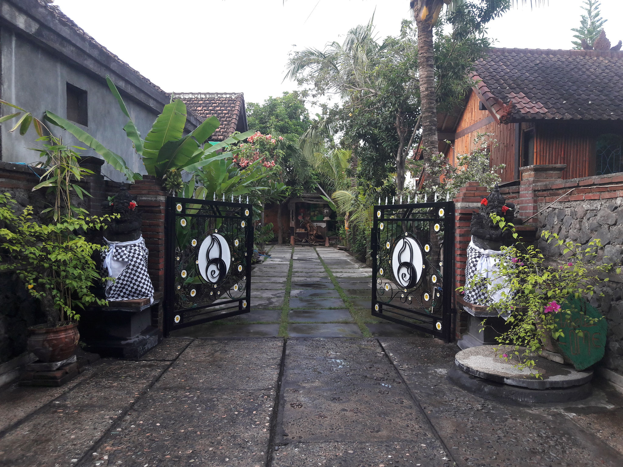 Bulih Beach Bungalows - Front Gate / Entrance