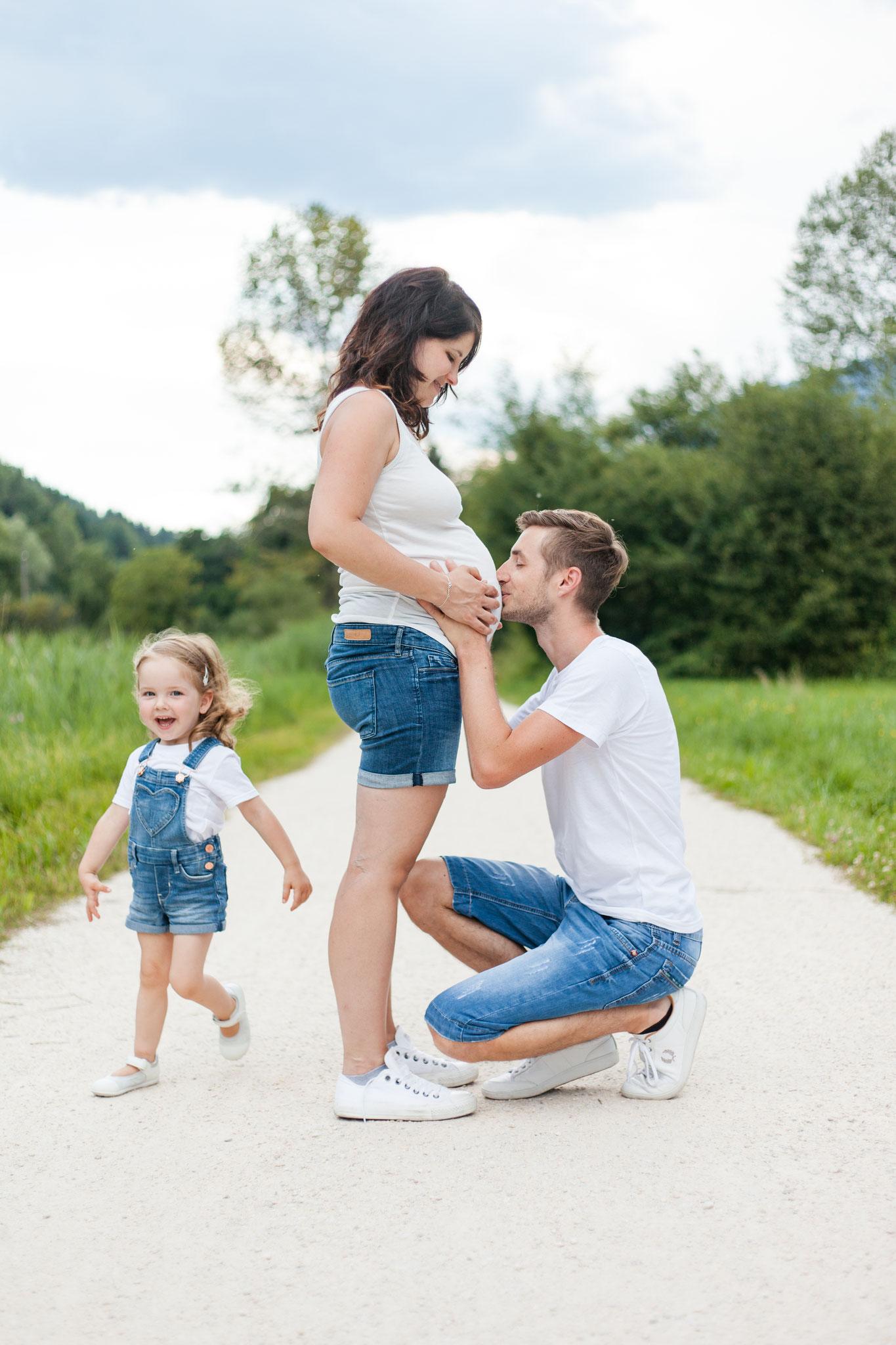 Babybauchfoto mit Kind