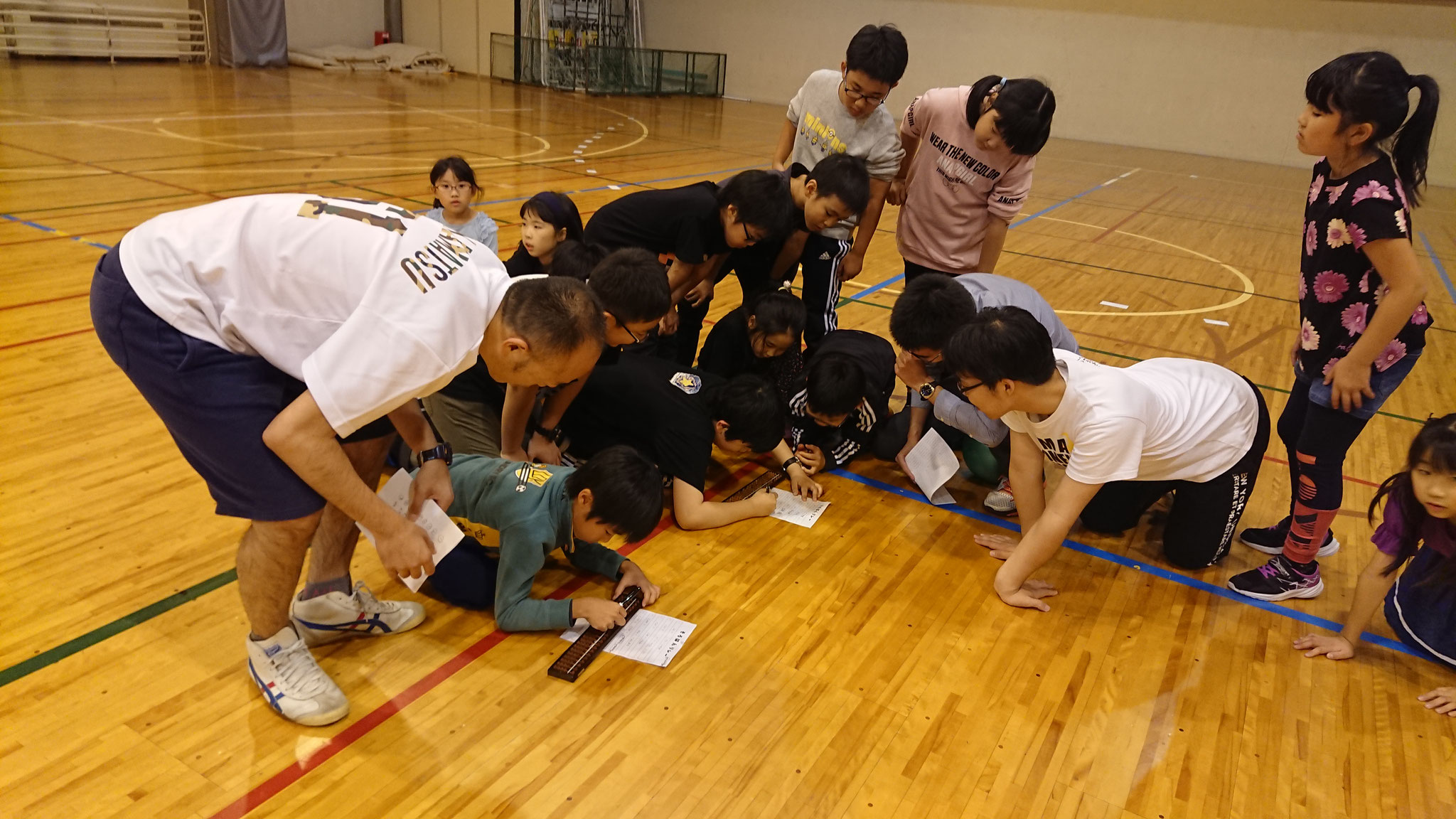 練習終了後は体育館で思いっきり遊びます。