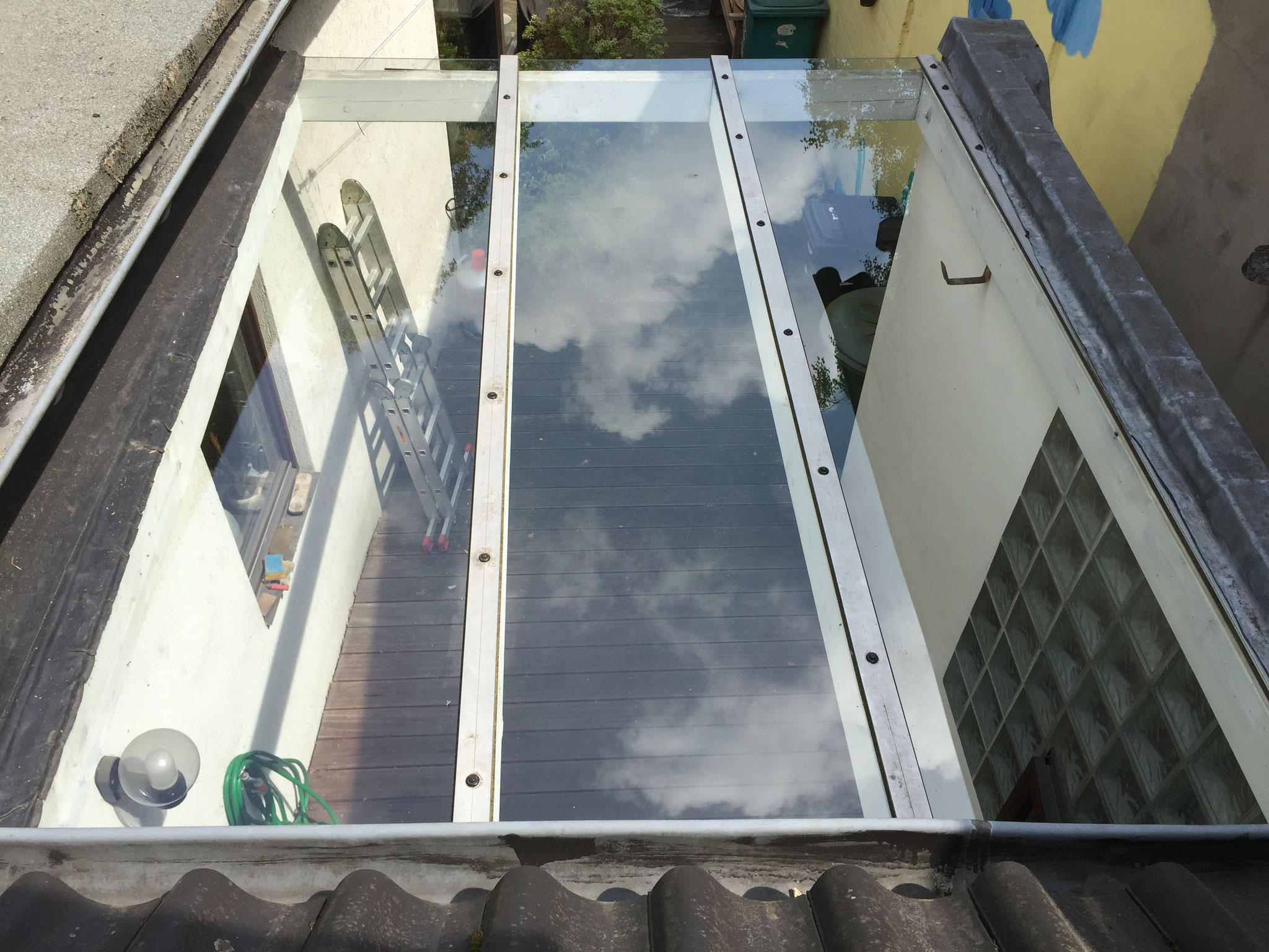 Fertig: Das neue Vordach aus Verbundsicherheitsglas