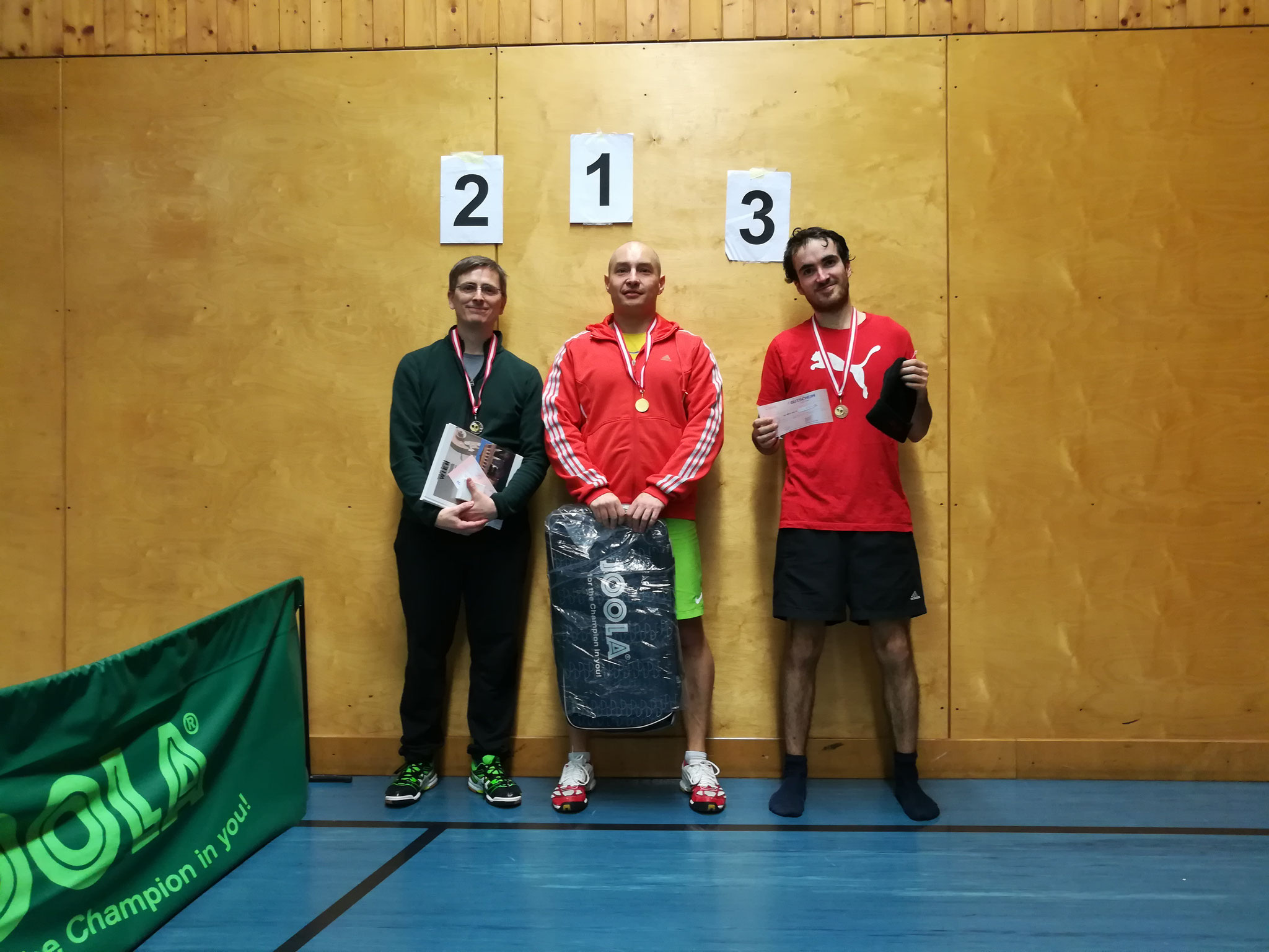 Gesamtsieger Bewerb A: v.l.n.r. Dietmar Deimbacher (SGOT) (Platz 2), Marcin Gibala (WPAE) (Sieger), Johannes Schwaiger (OLY) (Platz 3)