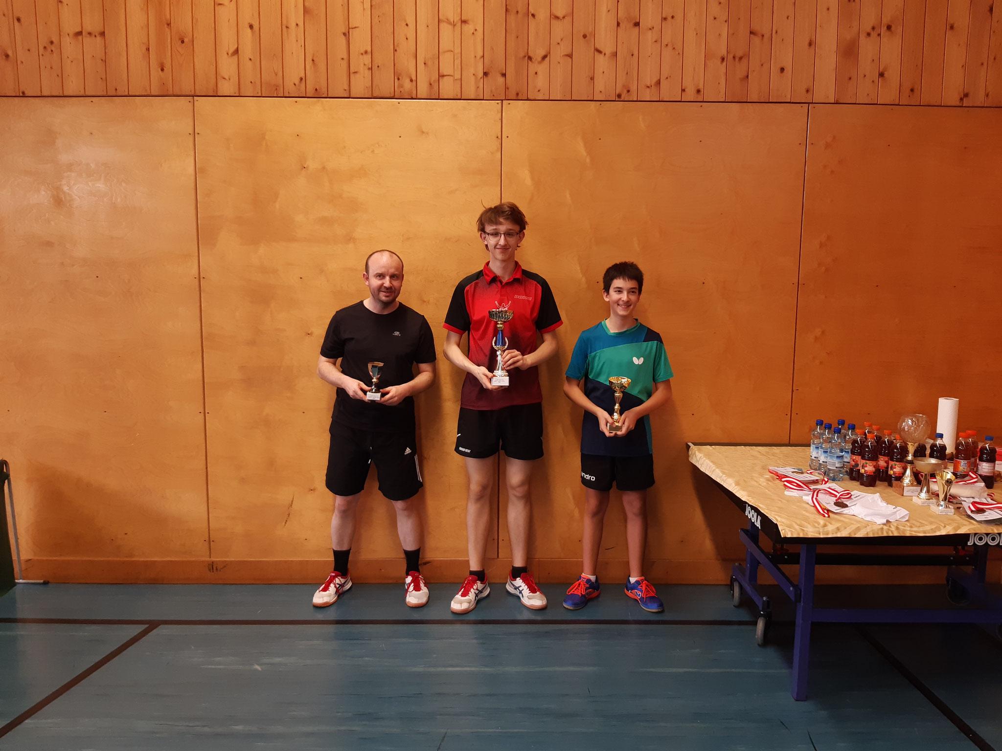 Siegerfoto Bewerb C: v.l.n.r. Pawel Piotr Galek (LENZ) (Platz 3), Felix Kampas (LENZ) (Sieger), Niklas Damm (SSTO) (Platz 2)