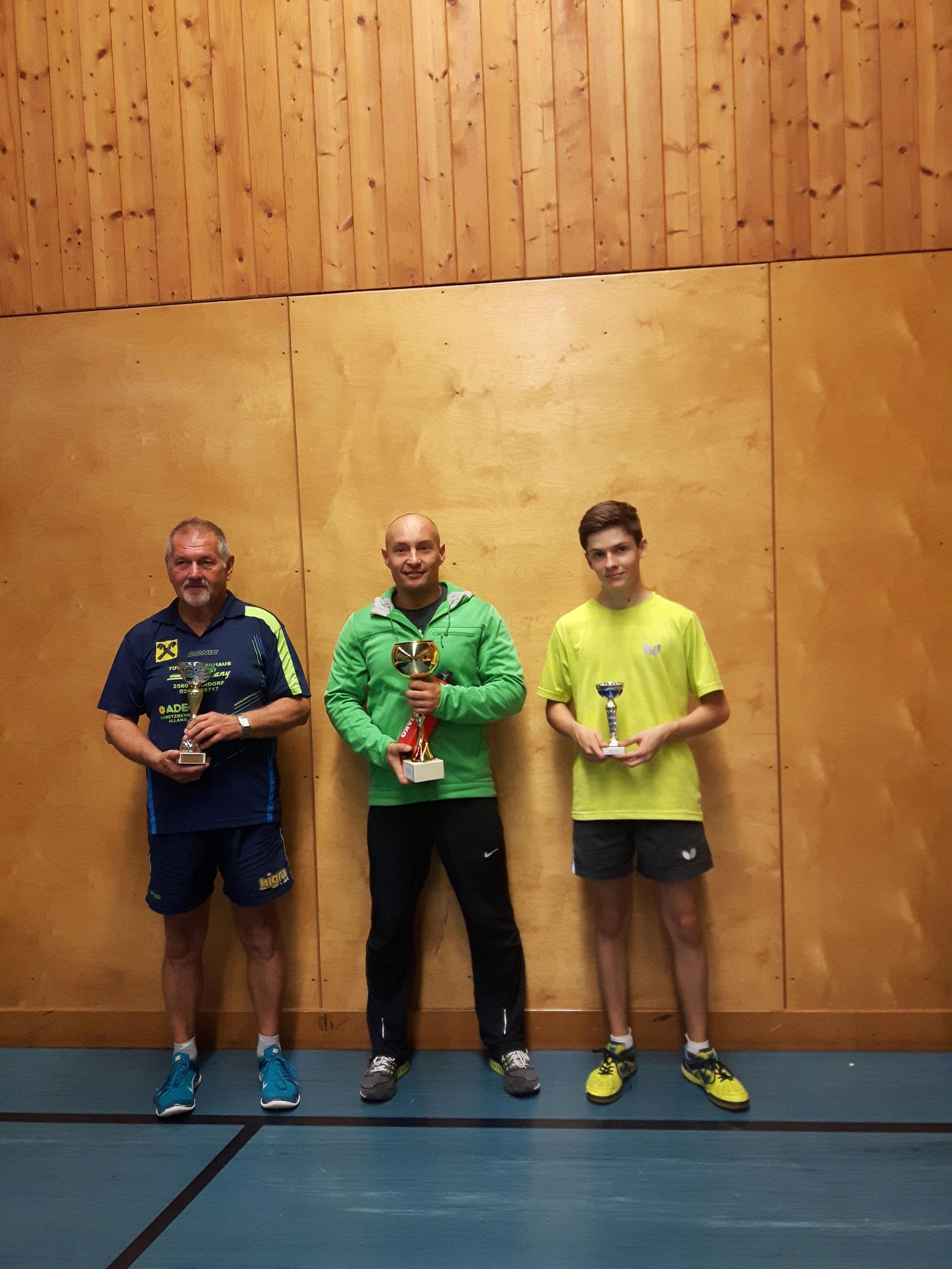 Siegerfoto Bewerb B: v.l.n.r. Karl Grabenweger (KAUM) (Platz 2), Marcin Gibala (WPAE) (Sieger), David Brandl (SSTO) (Platz 3)