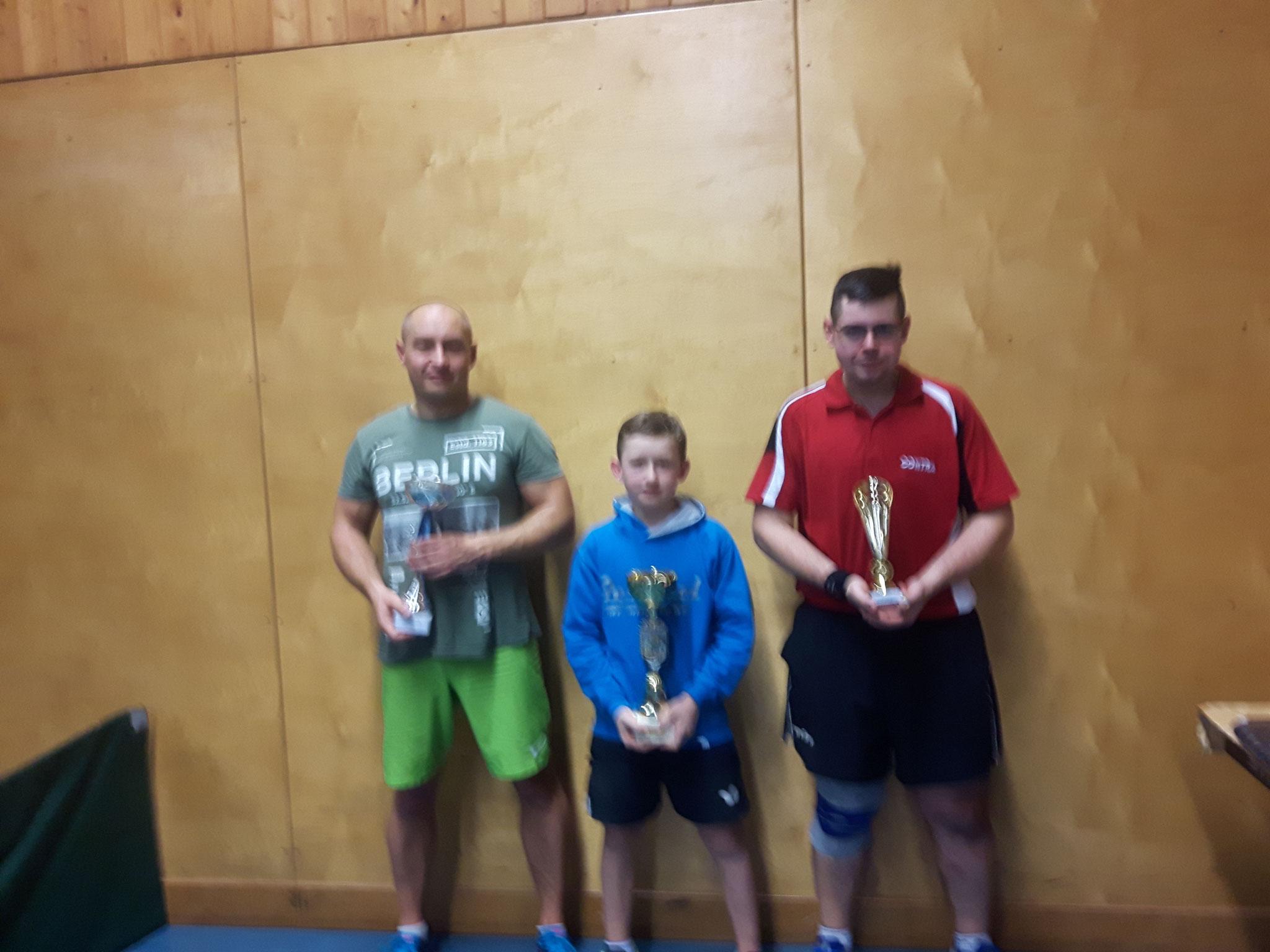 Siegerfoto Bewerb B: v.l.n.r. Marcin Gibala (WPAE) (Platz 2), Julian Rzihauschek (SVS) (Sieger), Mathias Haidvogl (SPAR) (Platz 3)