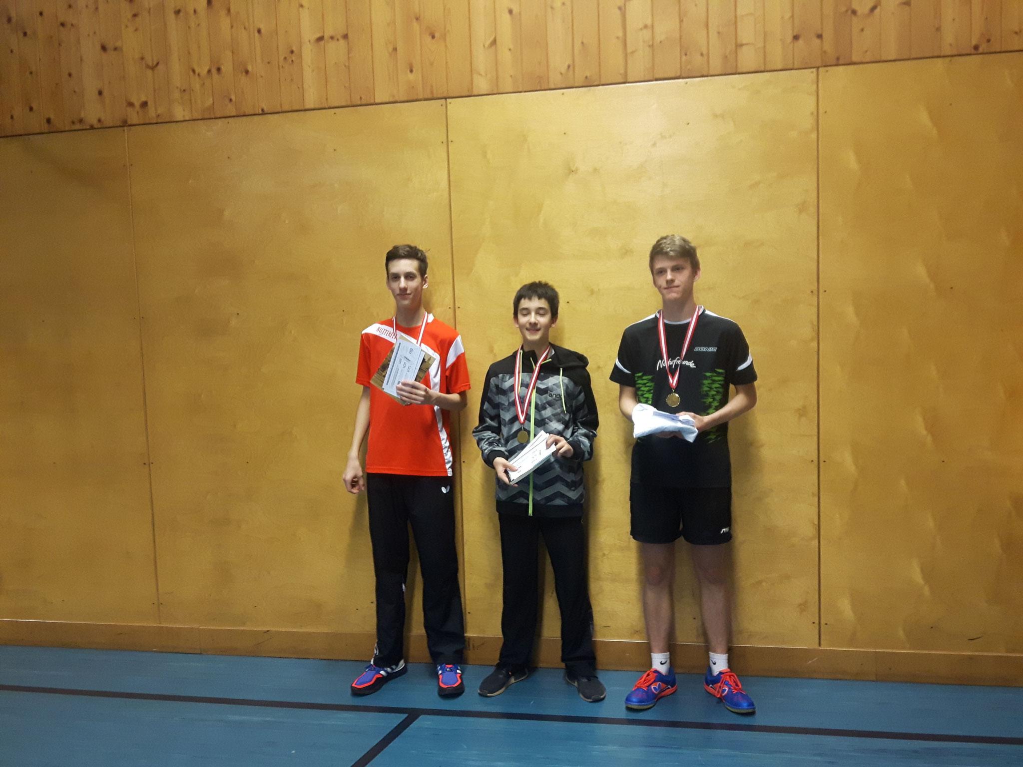 Siegerfoto Bewerb D: v.l.n.r. Fabian Kriha (SSTO) (Platz 2), Niklas Damm (SSTO) (Sieger), Philipp Traxler (NFS) (Platz 3)