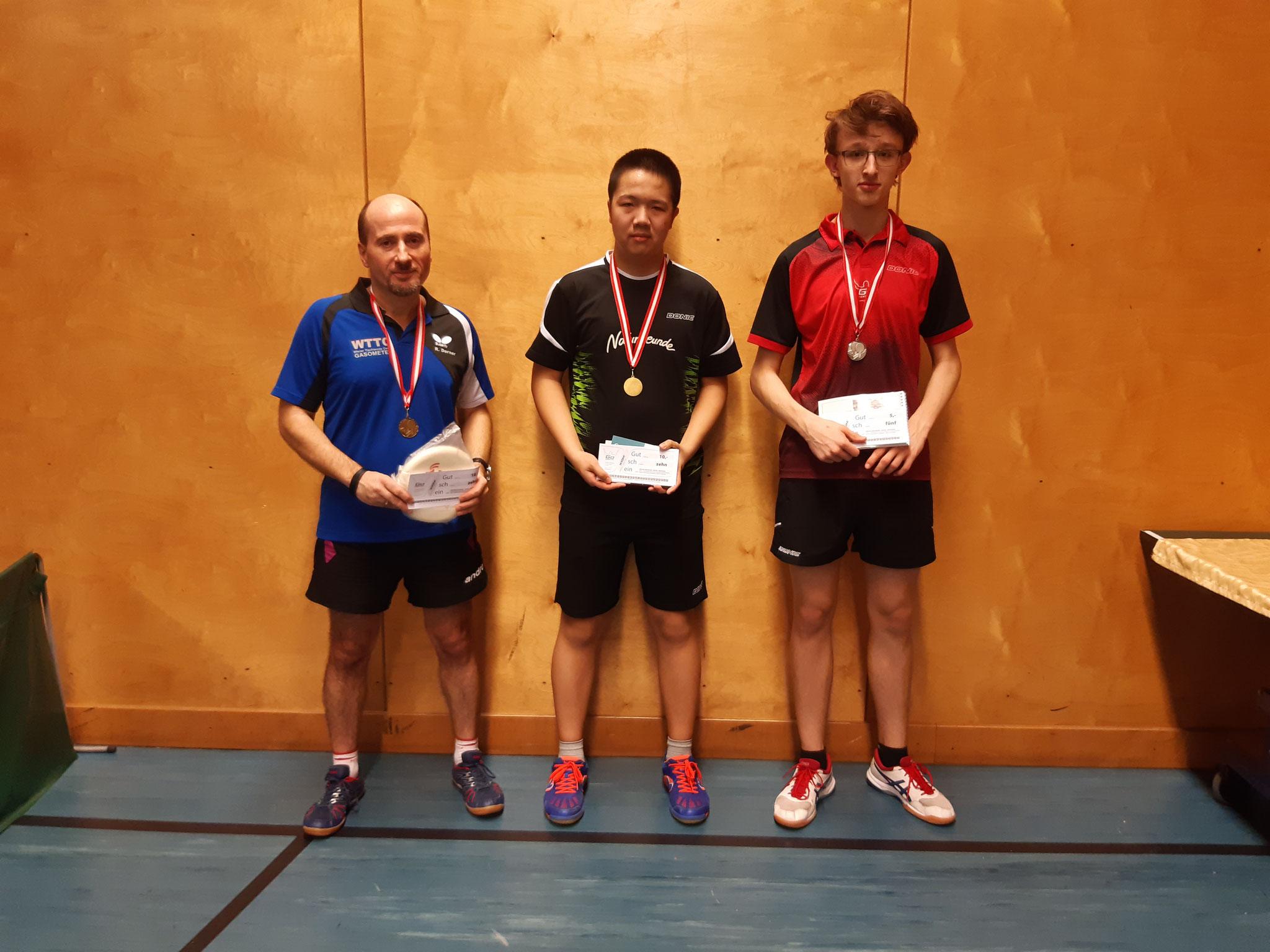 Siegerfoto Bewerb B: v.l.n.r. Roland Dorner (OLD) (Platz 3), Eric Tang (NFS) (Sieger), Felix Kampas (LENZ) (Platz 2)