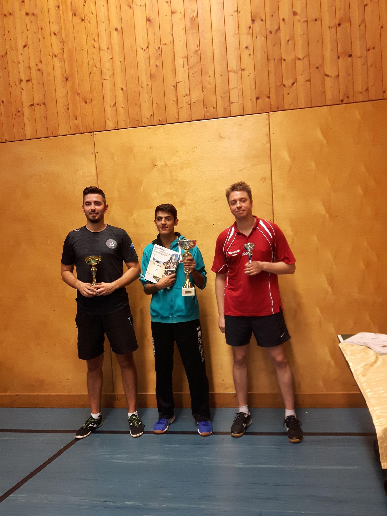 Siegerfoto Bewerb A: v.l.n.r. Jovan Stojsin (KOMP) (Platz 2), Ugljesa Lukic (Sieger), Johannes Steindl (OLY) (Platz 3)