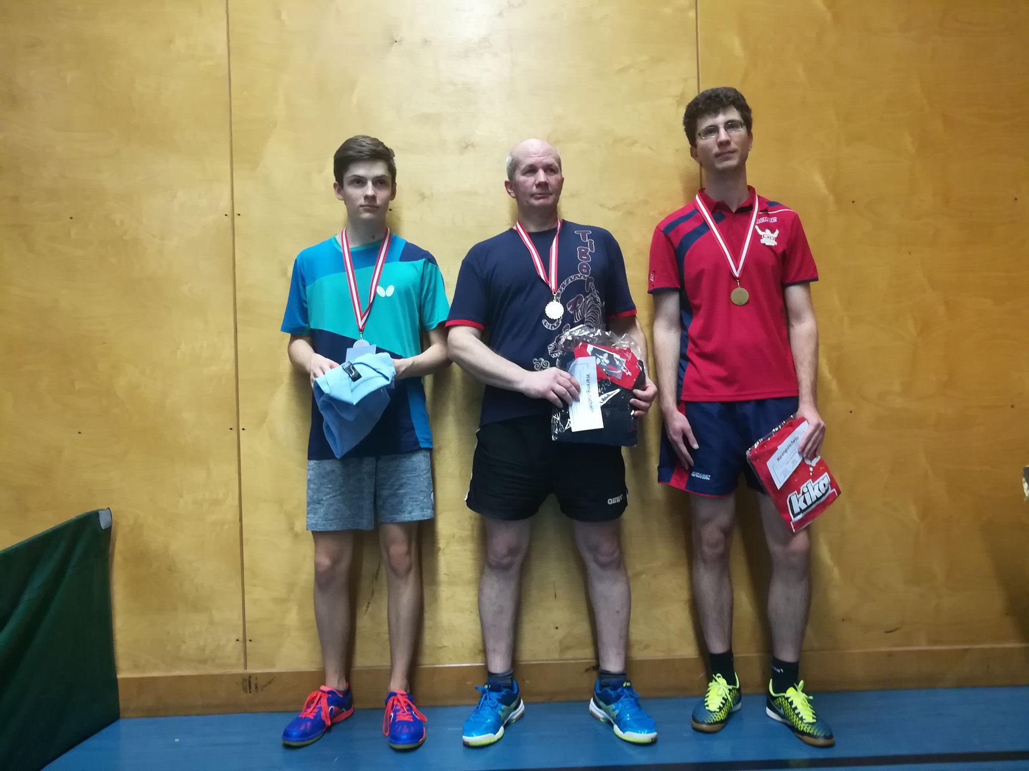 Siegerfoto Bewerb E: v.l.n.r. David Brandl (SSTO) (Platz 2), Endre Pelsöczi (URAP) (Sieger), Michael Holzmann (LENZ) (Platz 3)