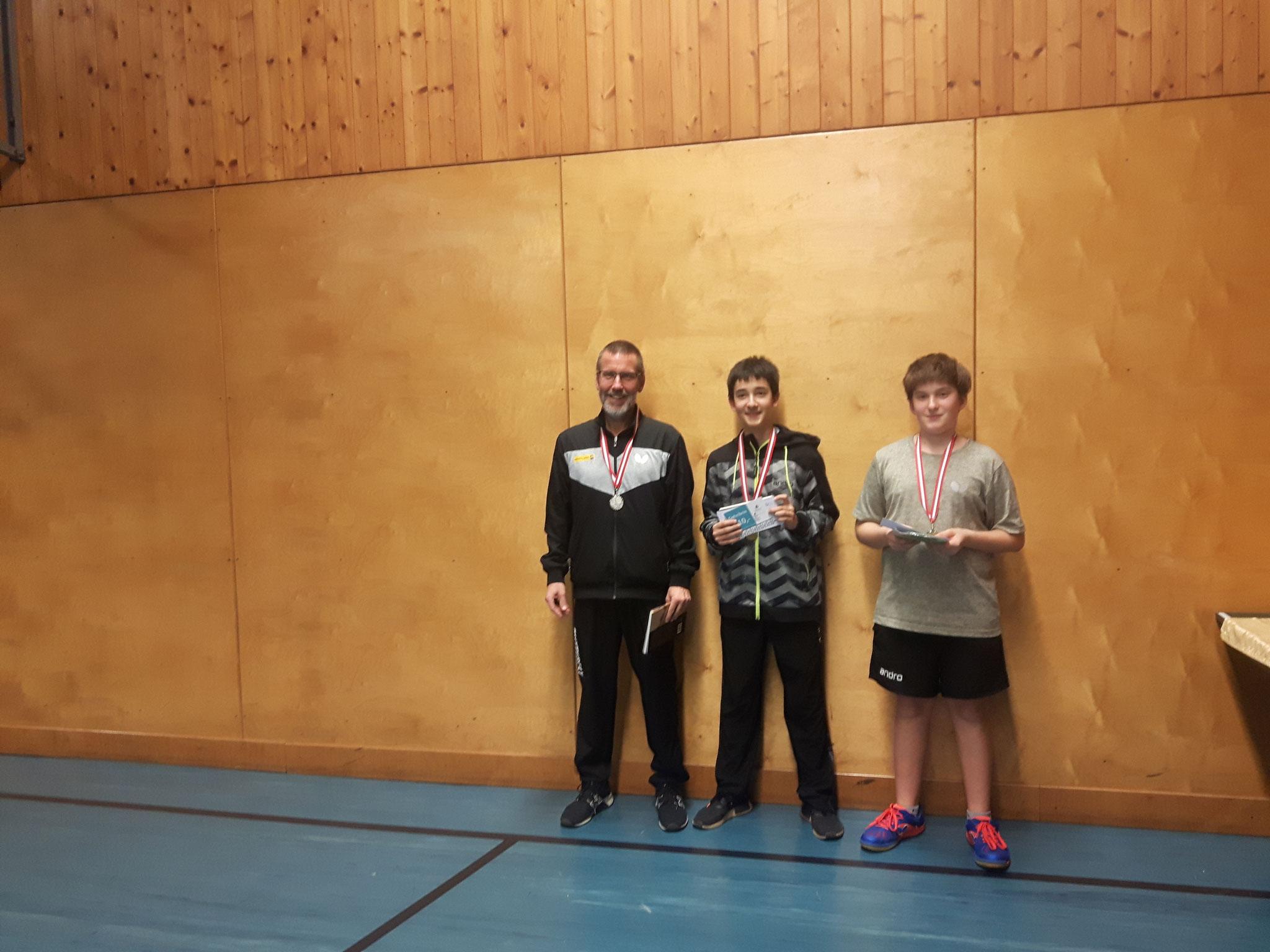 Siegerfoto Bewerb E: v.l.n.r. Erwin Gastinger (USTO) (Platz 2), Niklas Damm (SSTO) (Sieger), Florian Damm (SSTO) (Platz 3)