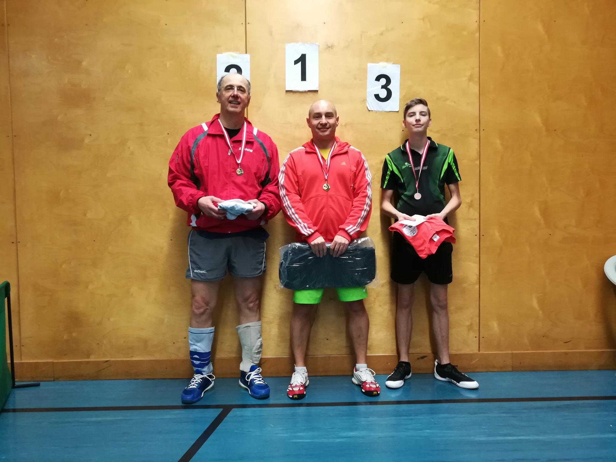 Gesamtsieger Bewerb B: v.l.n.r. Bernhard Mörth (WPAE) (Platz 2), Marcin Gibala (WPAE) (Sieger), Martin Trausmuth (NFS) (Platz 3)