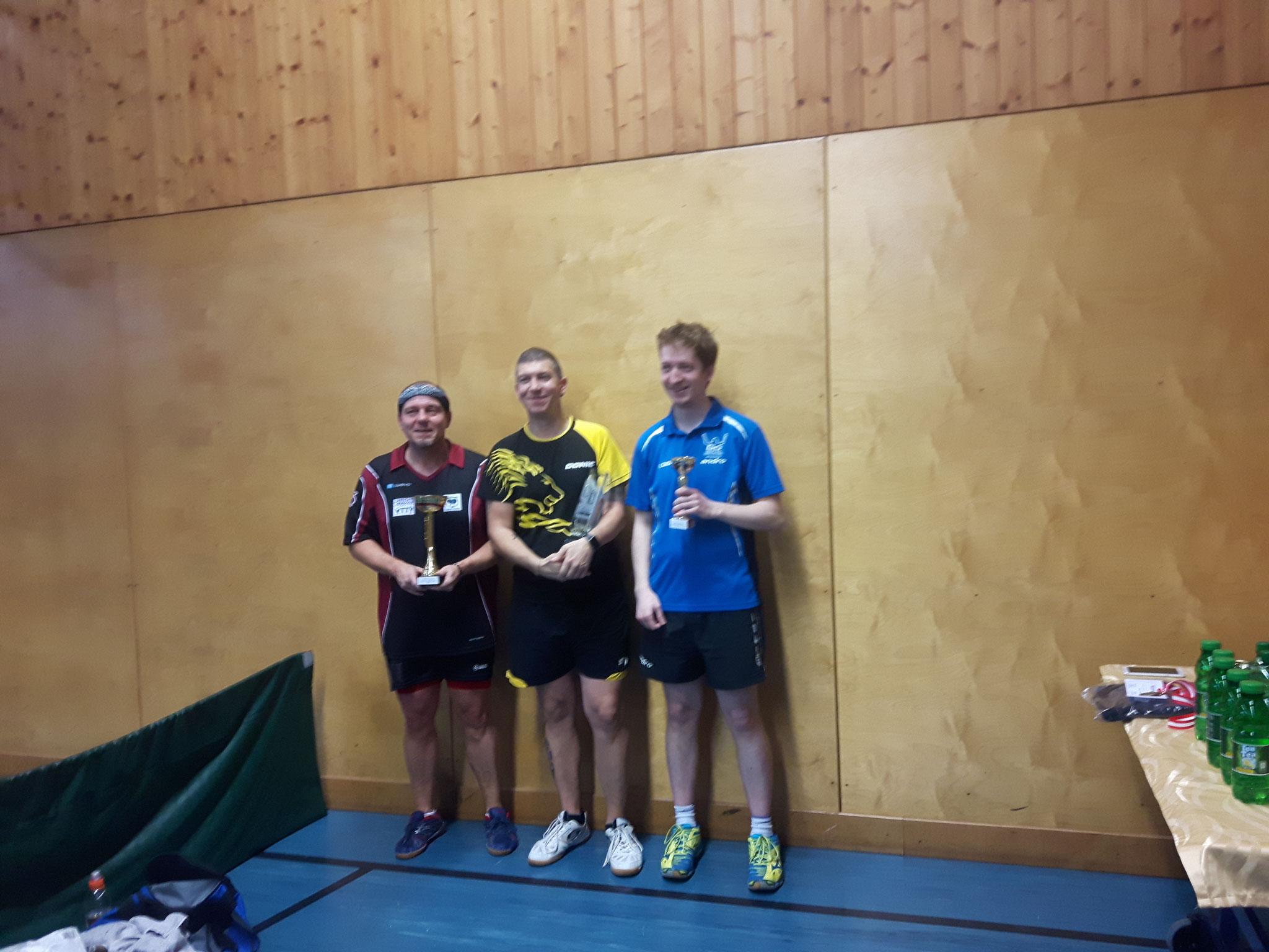 Siegerfoto Bewerb C: v.l.n.r. Harald Grün (MAU) (Platz 2), Manfred Loidl (PER) (Sieger), Florian Welles (KAI) (Platz 3)