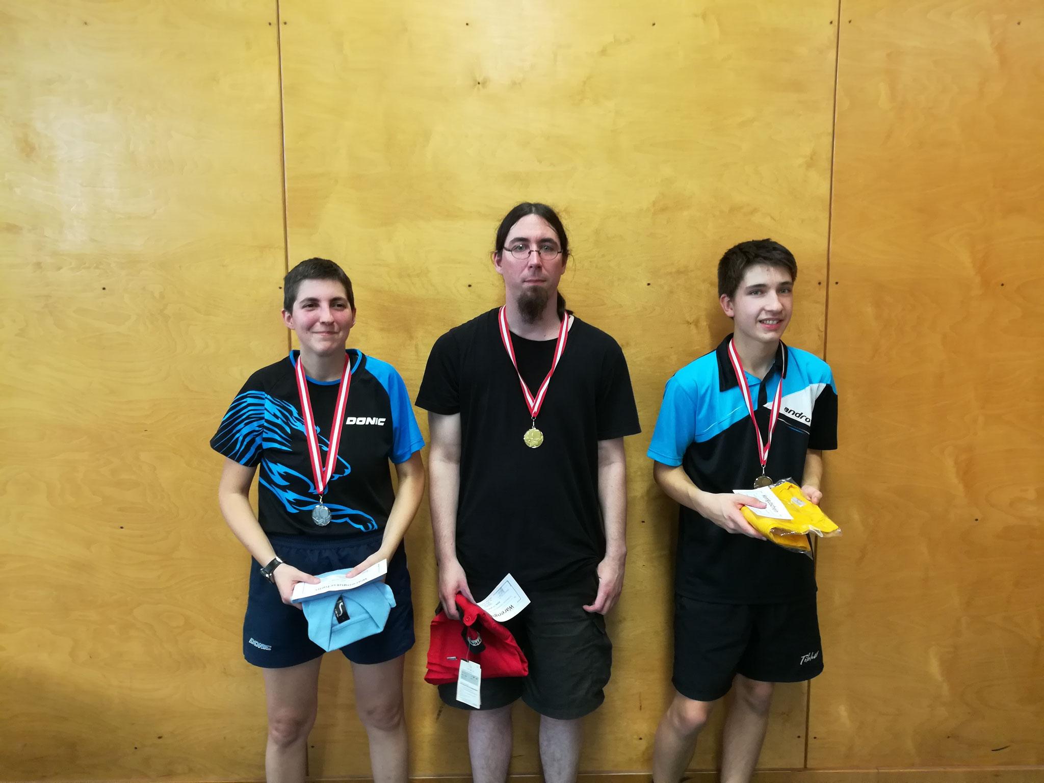Siegerfoto Bewerb F: v.l.n.r. Lucia Lesayova (WIES) (Platz 2), Michael Müller (Sieger), Sebastian Auer (SIER) (Platz 3)