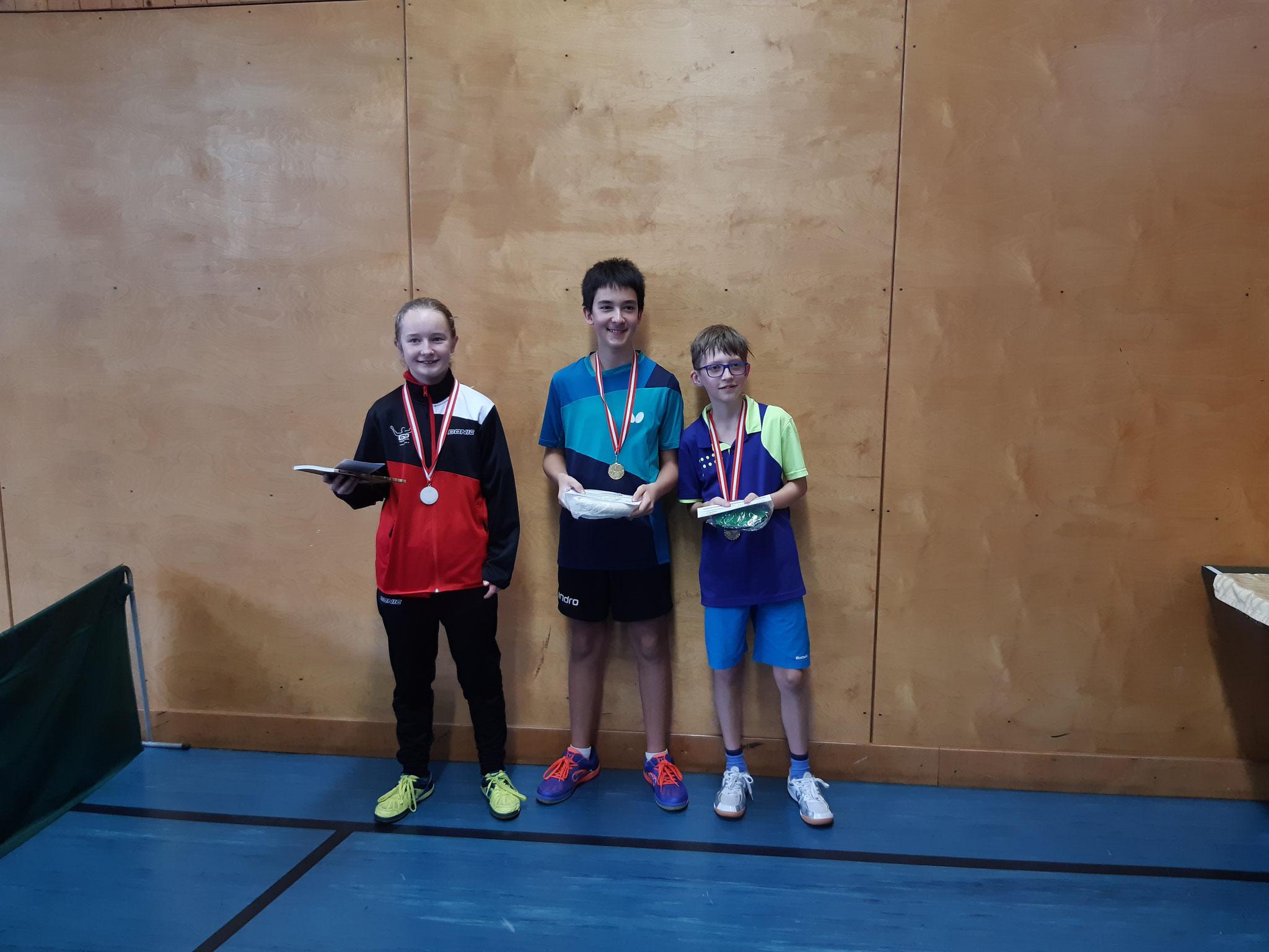 Siegerfoto Bewerb F: v.l.n.r. Pia Geineder (LENZ) (Platz 2), Niklas Damm (SSTO) (Sieger), Tobias Kriha (SSTO) (Platz 3)