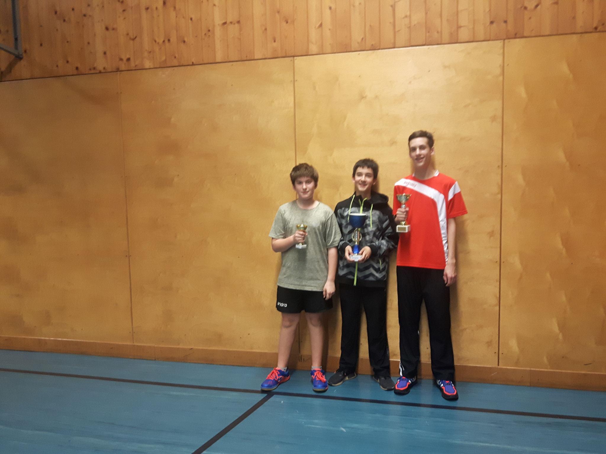 Siegerfoto Bewerb D: v.l.n.r. Florian Damm (SSTO) (Platz 3), Niklas Damm (SSTO) (Sieger), Fabian Kriha (SSTO) (Platz 2)
