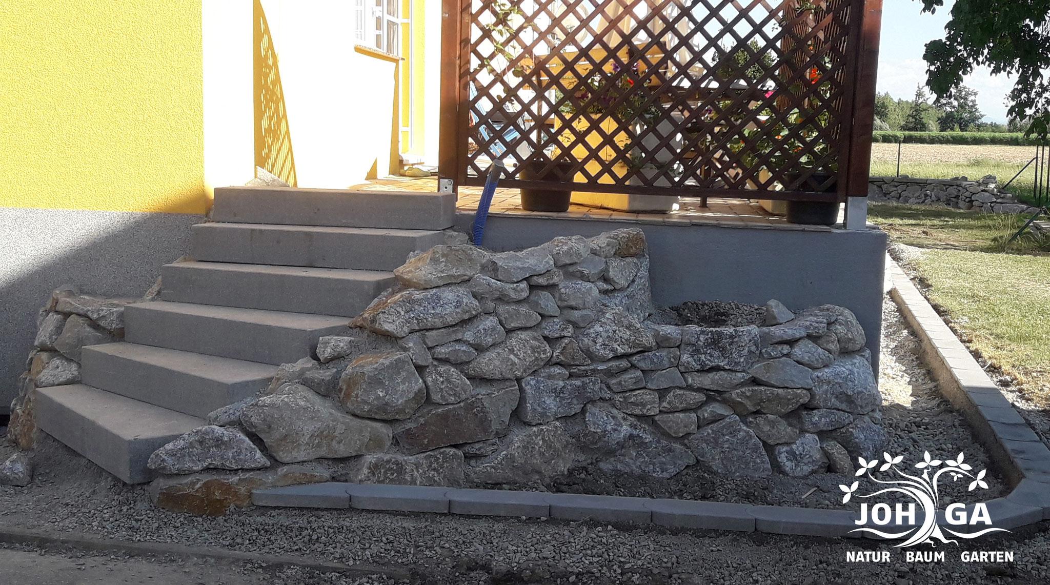 Umgestaltung mit Steinstufen