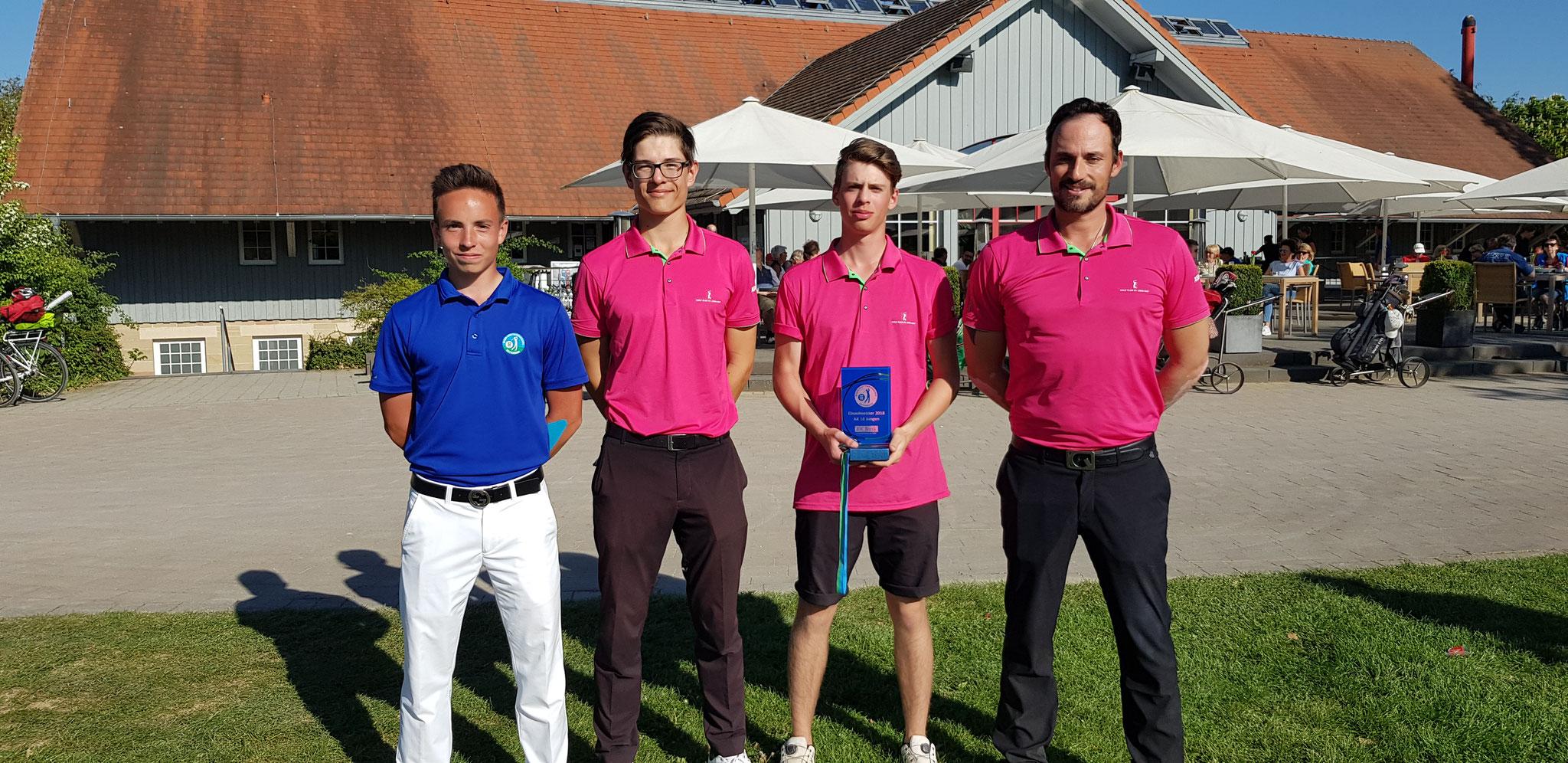 Marc Lieberherr, Bill Koch, Noah-Elia Auner und Trainer Marco Schmuck - © Golf Club St. Leon-Rot