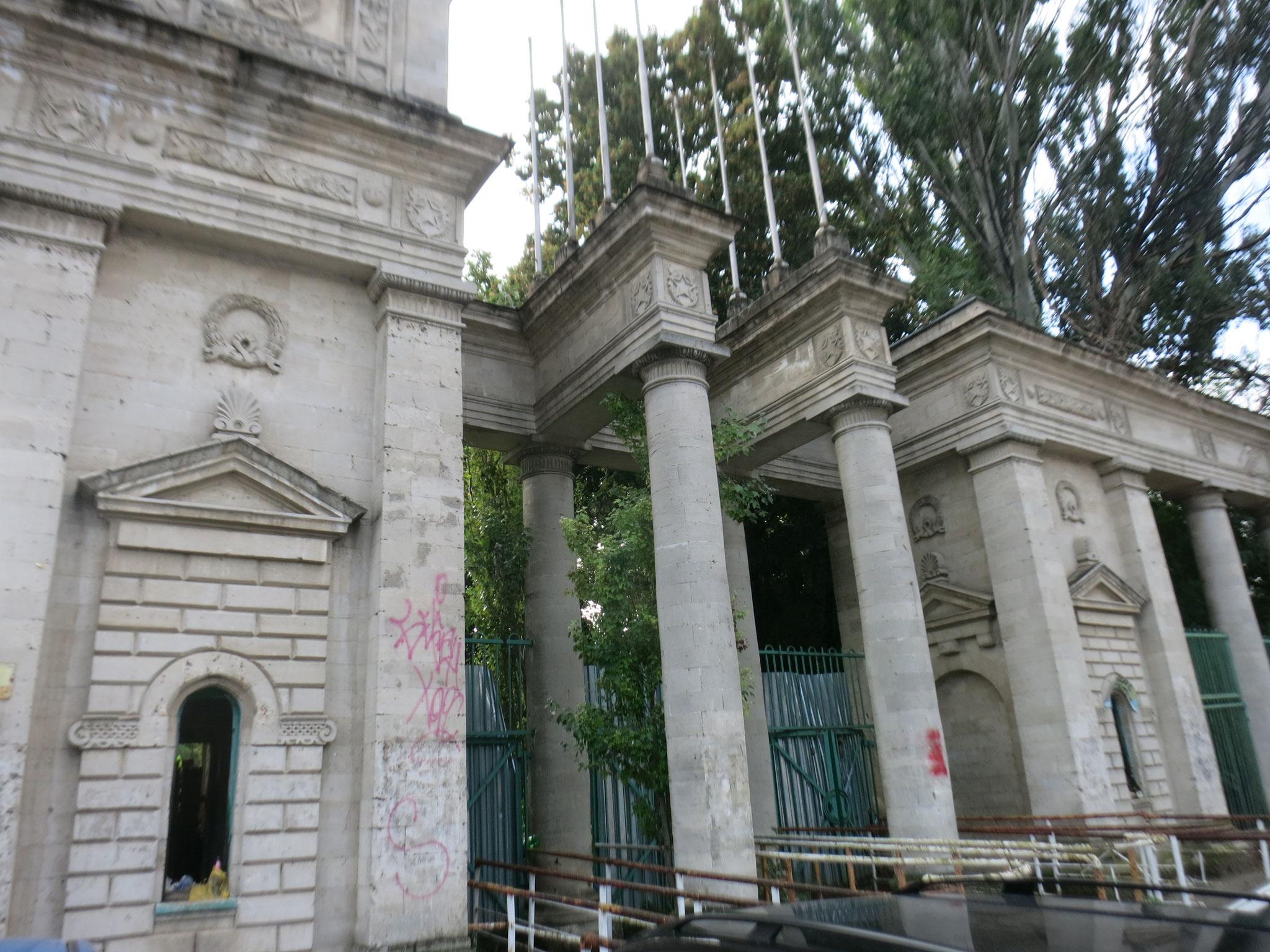 Der geschlossene Eingang zum ehemaligen Stadion