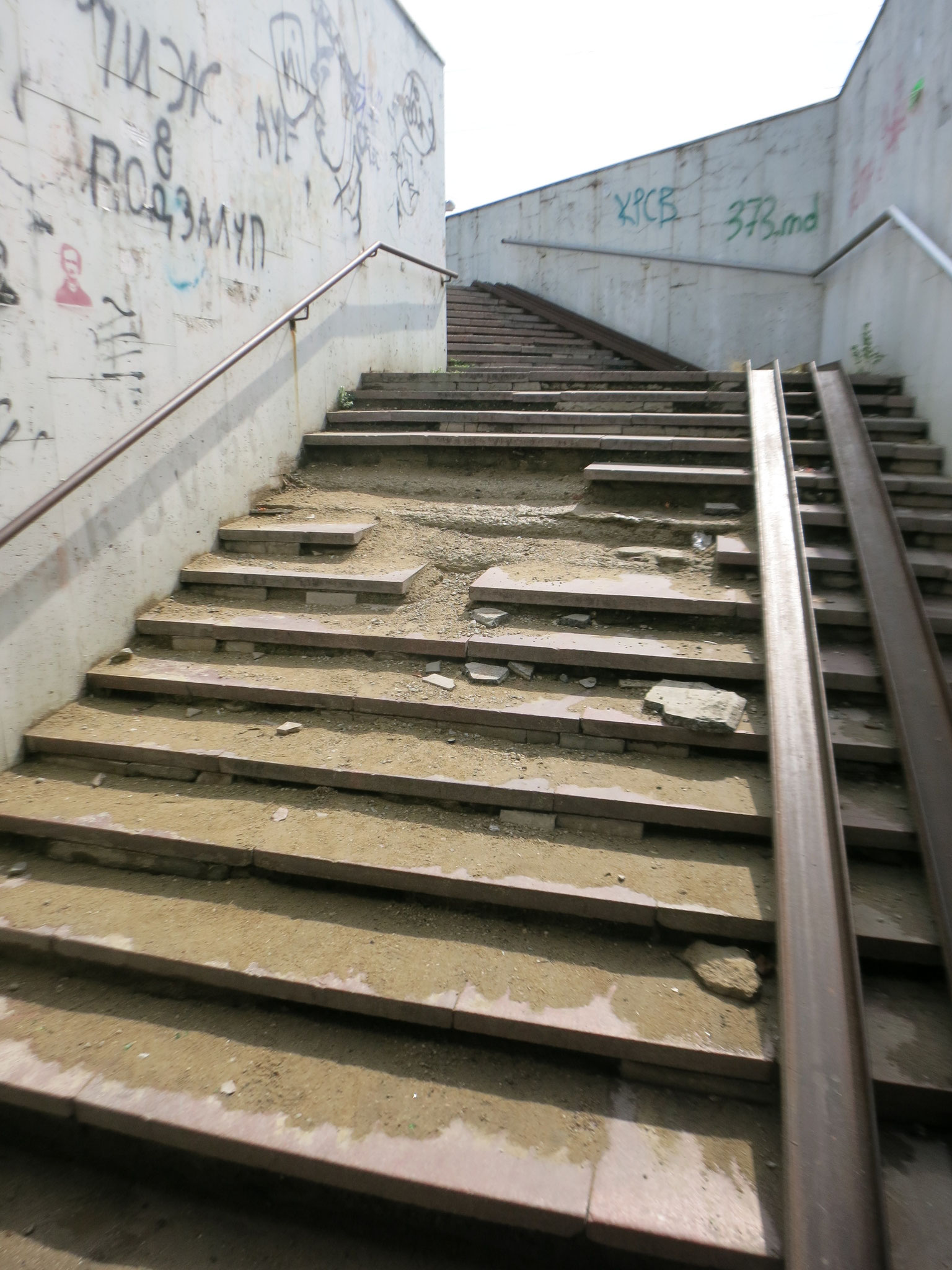 Treppe einer Unterführung in der Stadtmitte