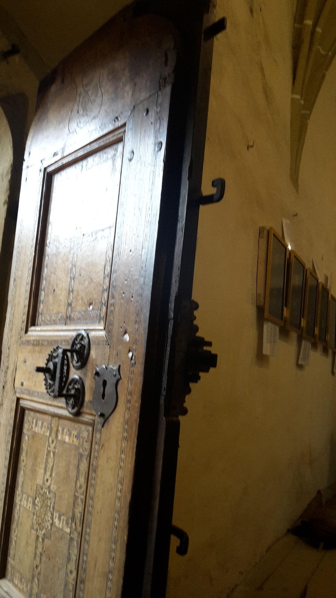 la puerta vista de perfil