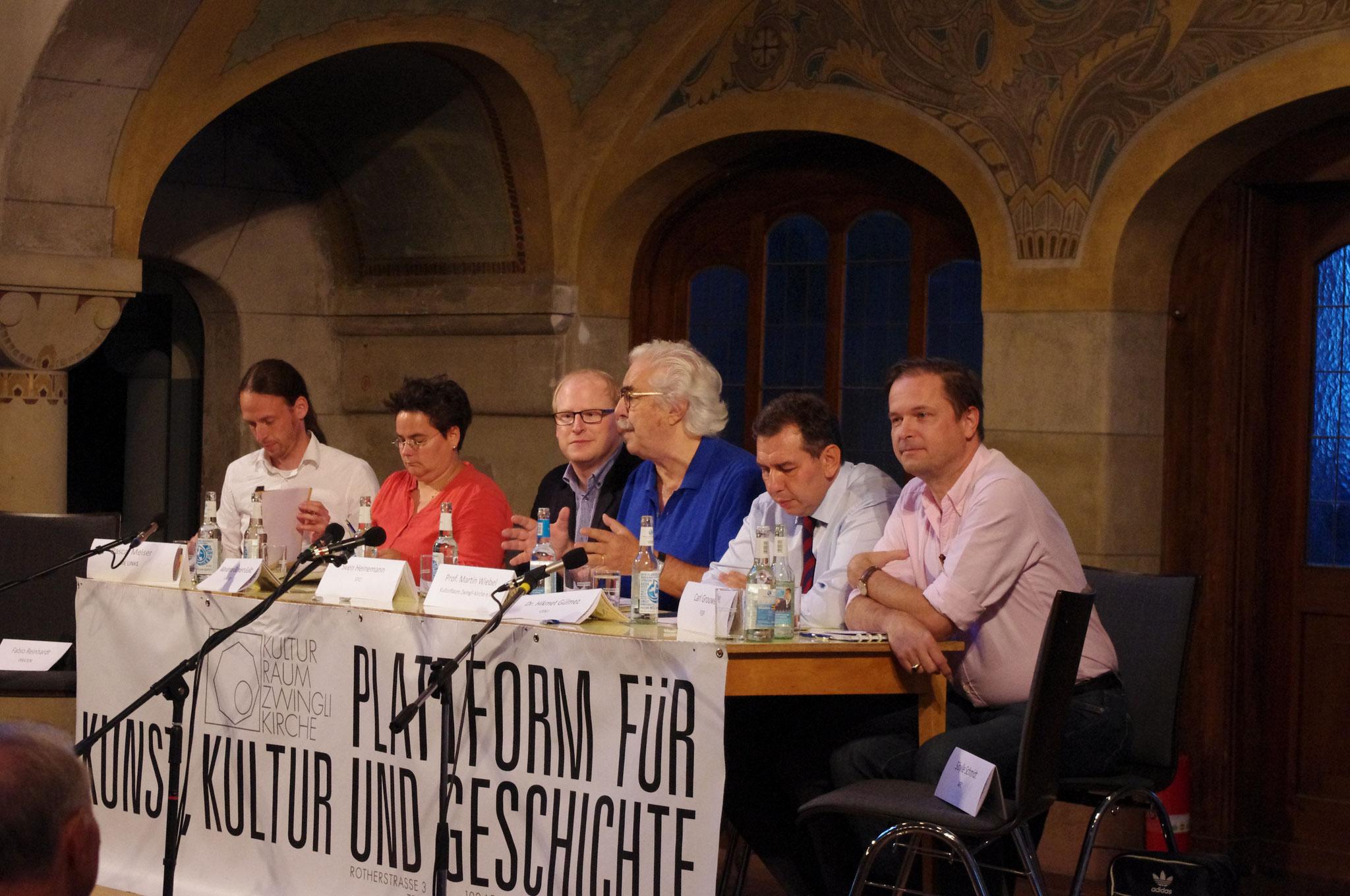 Moderator Prof. Martin Wiebel und die Kandidatenrunde