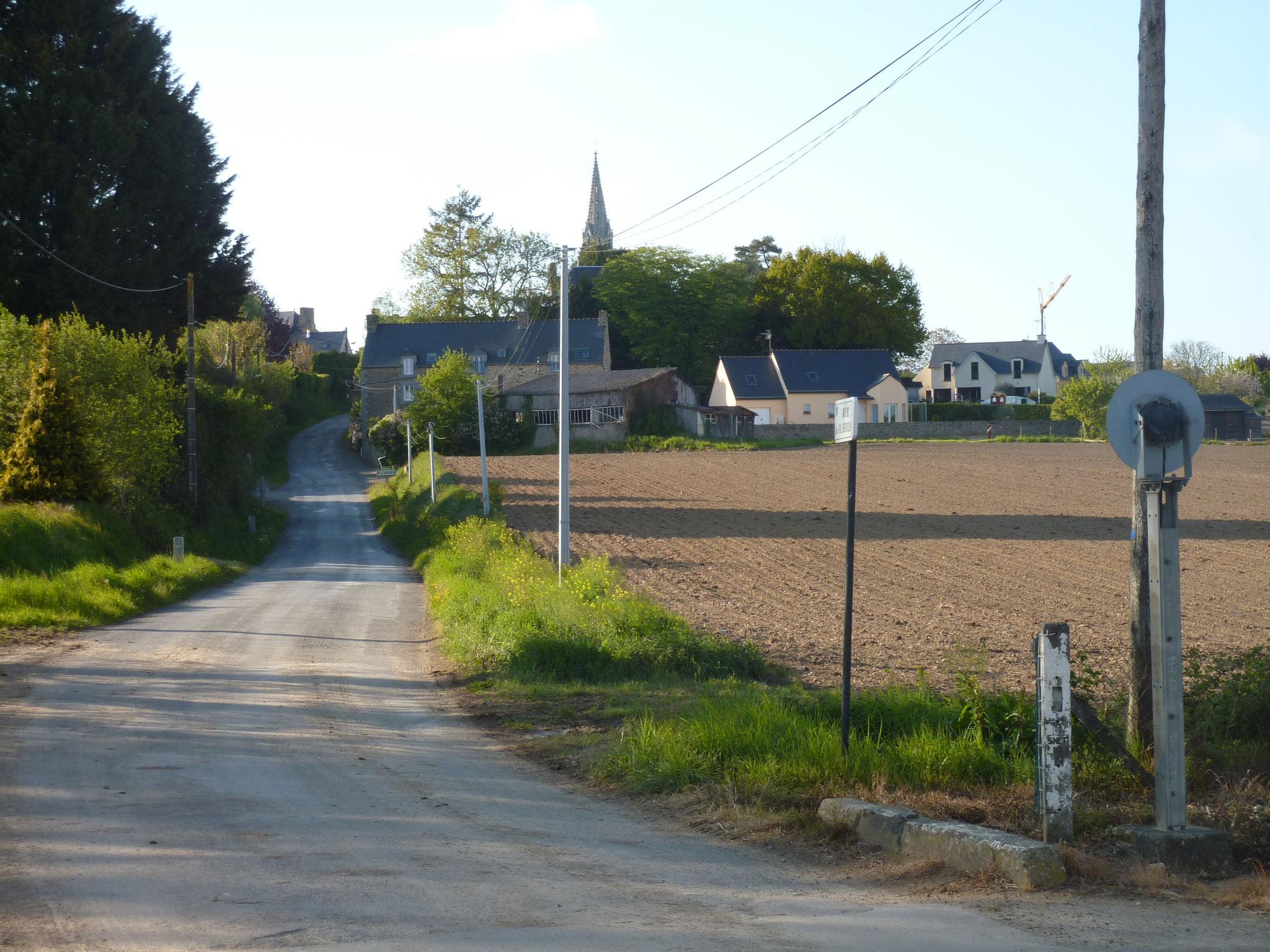 Arrivée au village de Pleudihen par la route de Dinan.2017 copyright collection personnelle