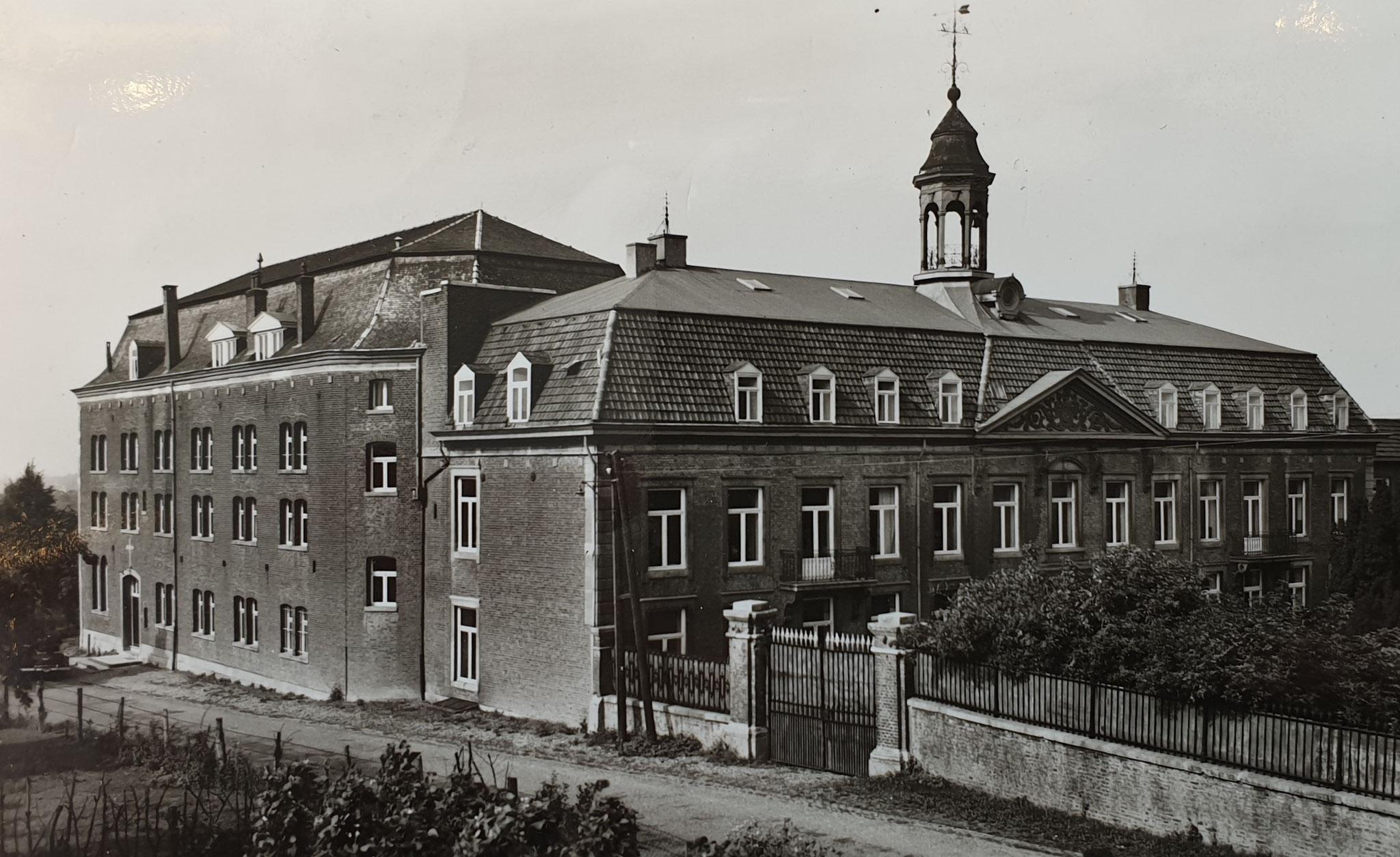 Foto van het klooster, circa 1920.