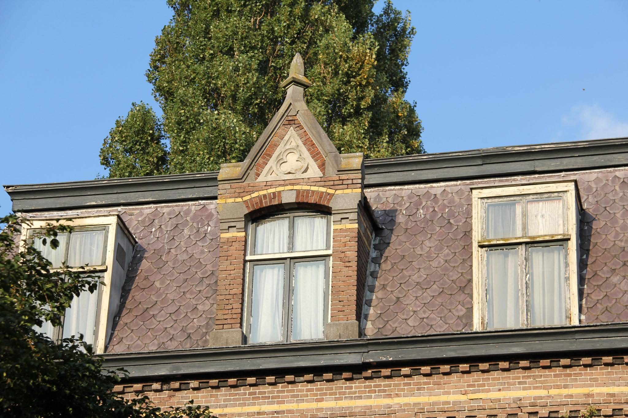 Detail van een van de dakkapellen aan de achterzijde.