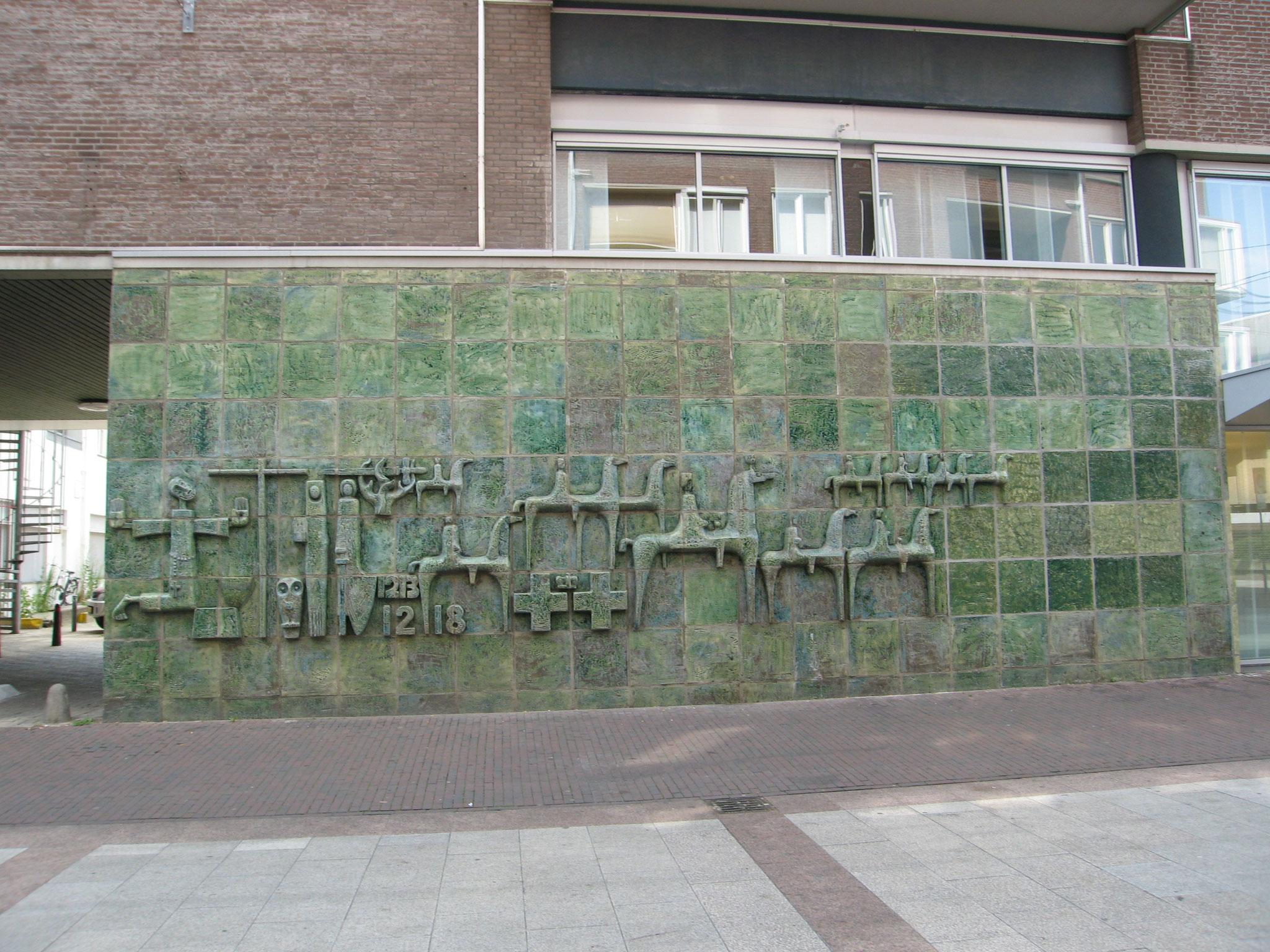Naoorlogse gevelkunst aan de Kloosterwandstraat