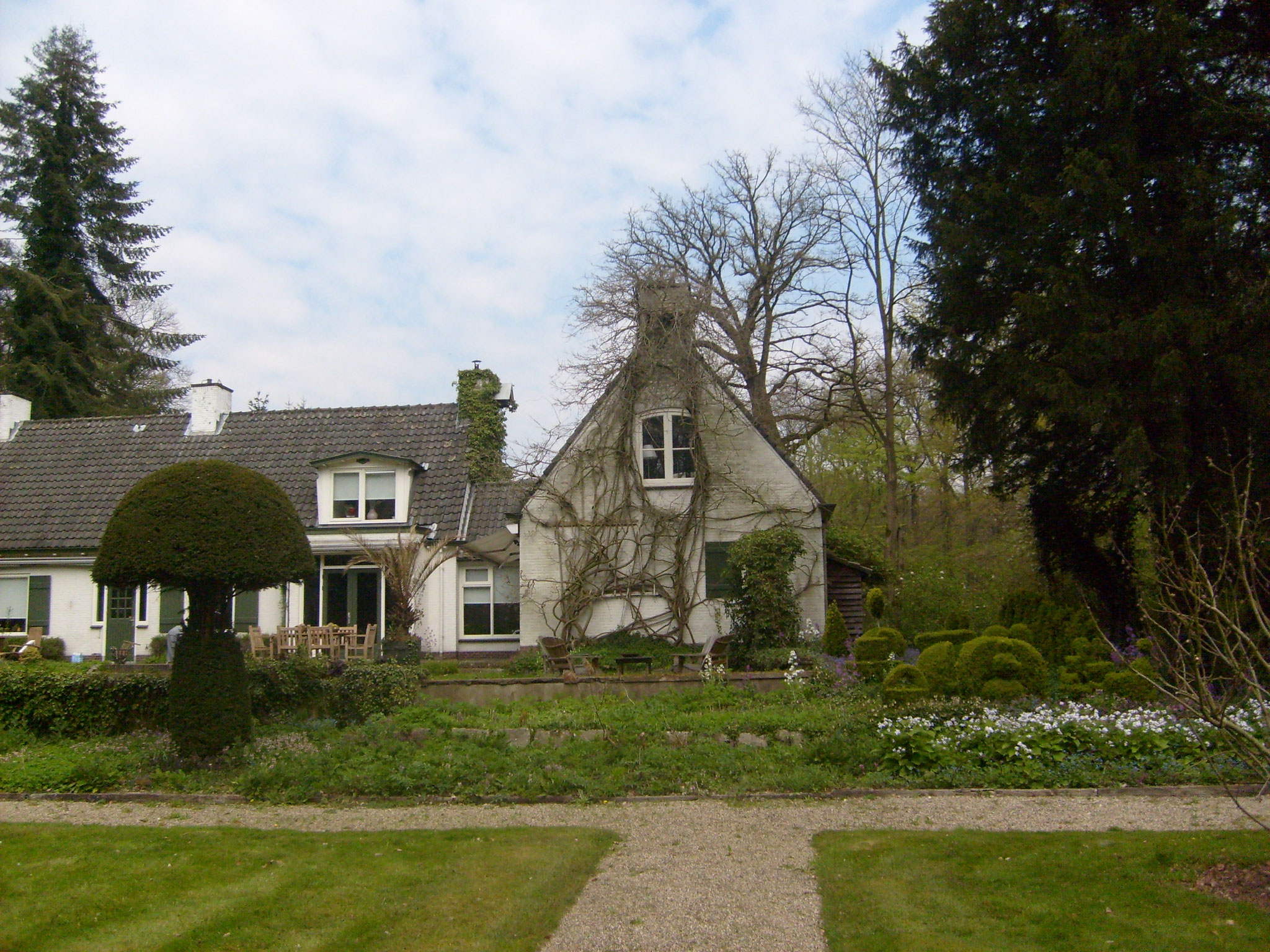 Het huidige pand, gebouwd op het plateau van het oorspronkelijke huis.
