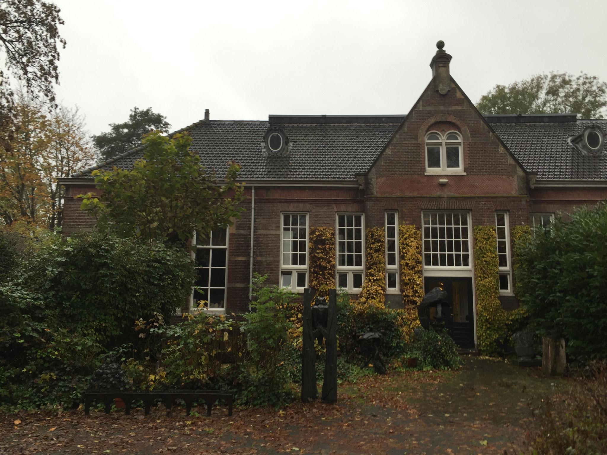 Roomeind 3, voormalige school uit 1881, verbouwd in 1949.